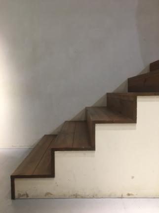 オフィス店舗の階段