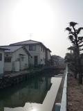 水路の傍の敷地