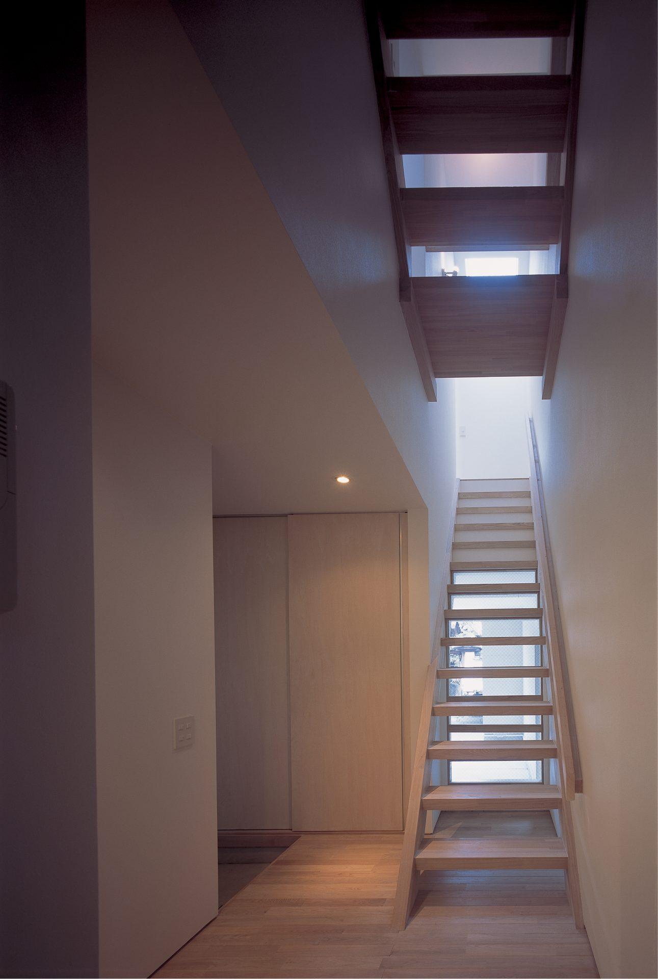 大阪敷地25坪に建つ家の階段