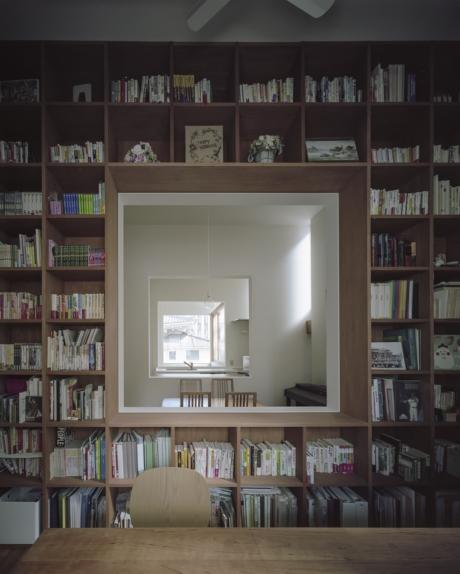 大阪の家壁面本棚