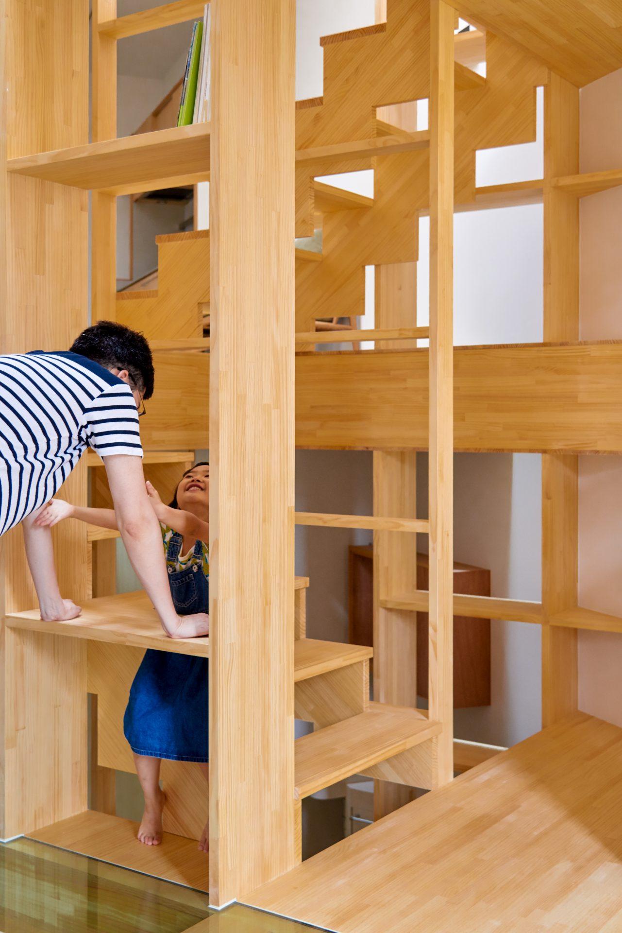 大阪帝塚山の家の階段07