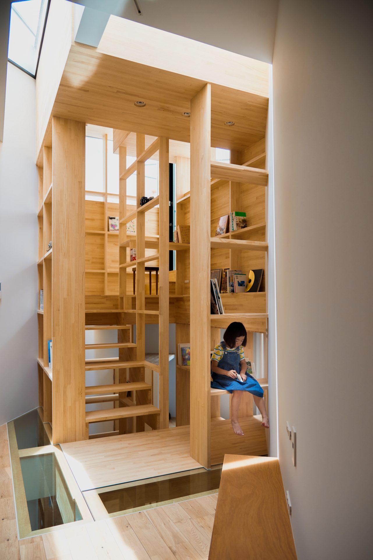 大阪帝塚山の家の階段02