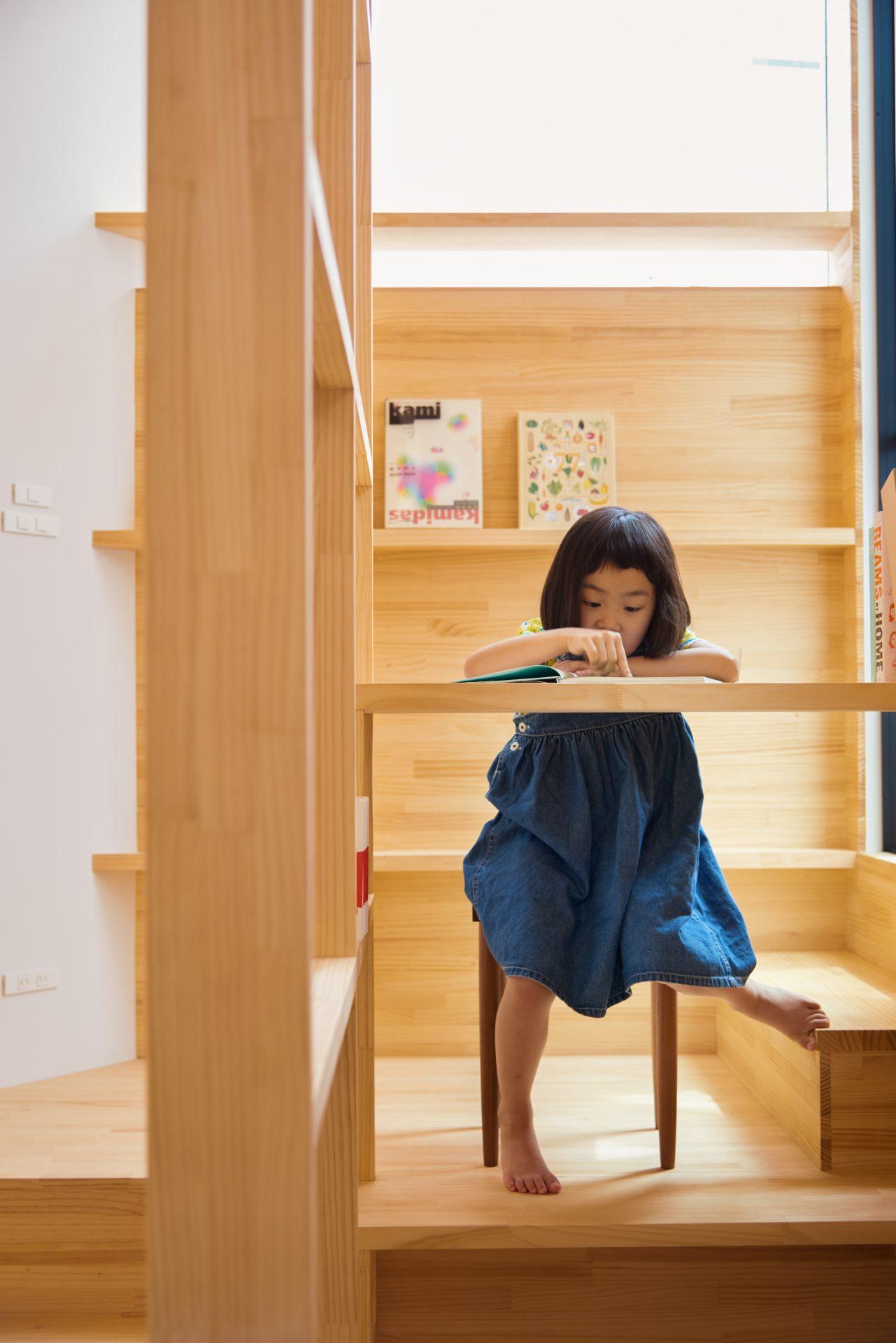 大阪帝塚山の家の階段05