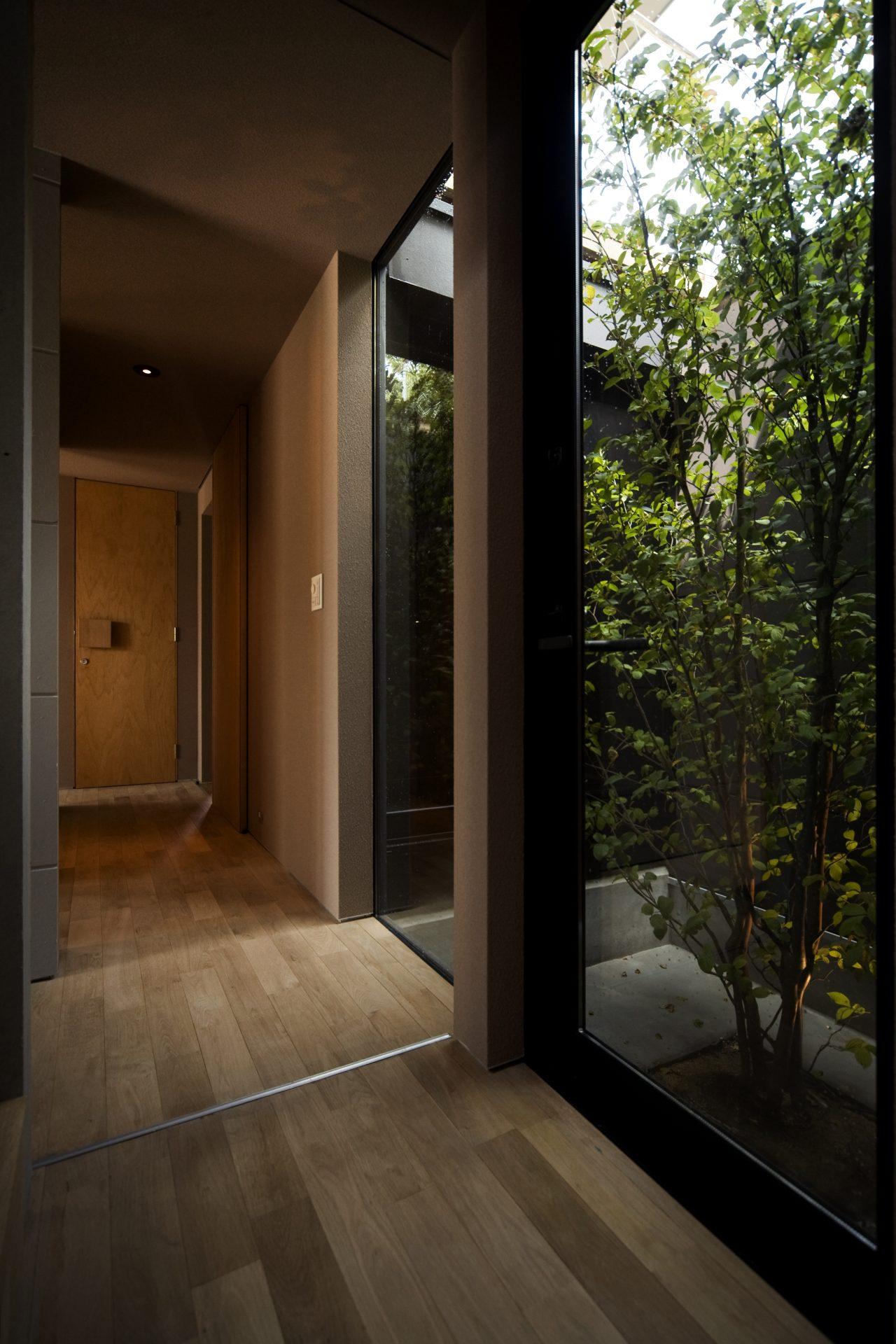 奈良登美ヶ丘の家の廊下02