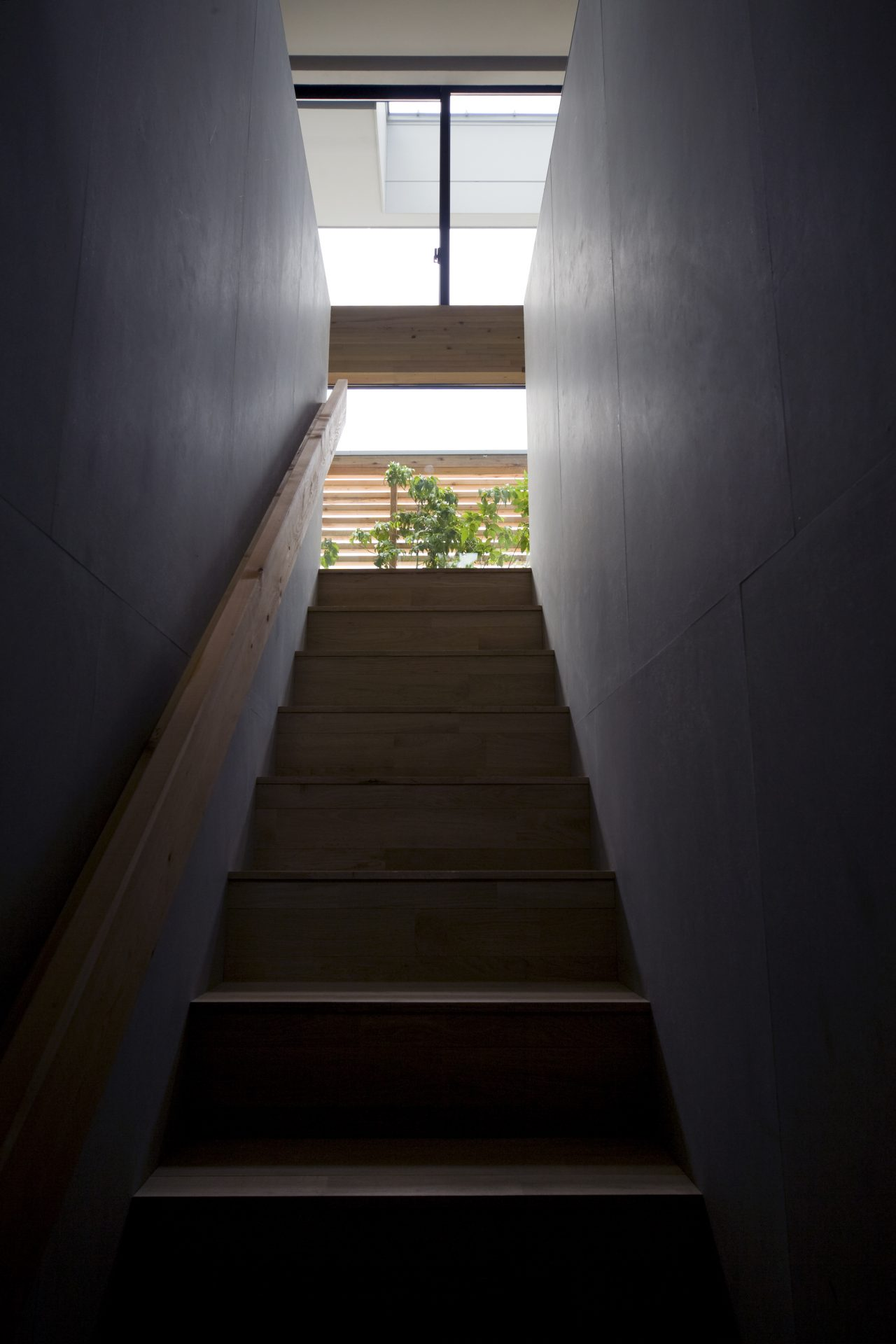 奈良登美ヶ丘の家の階段
