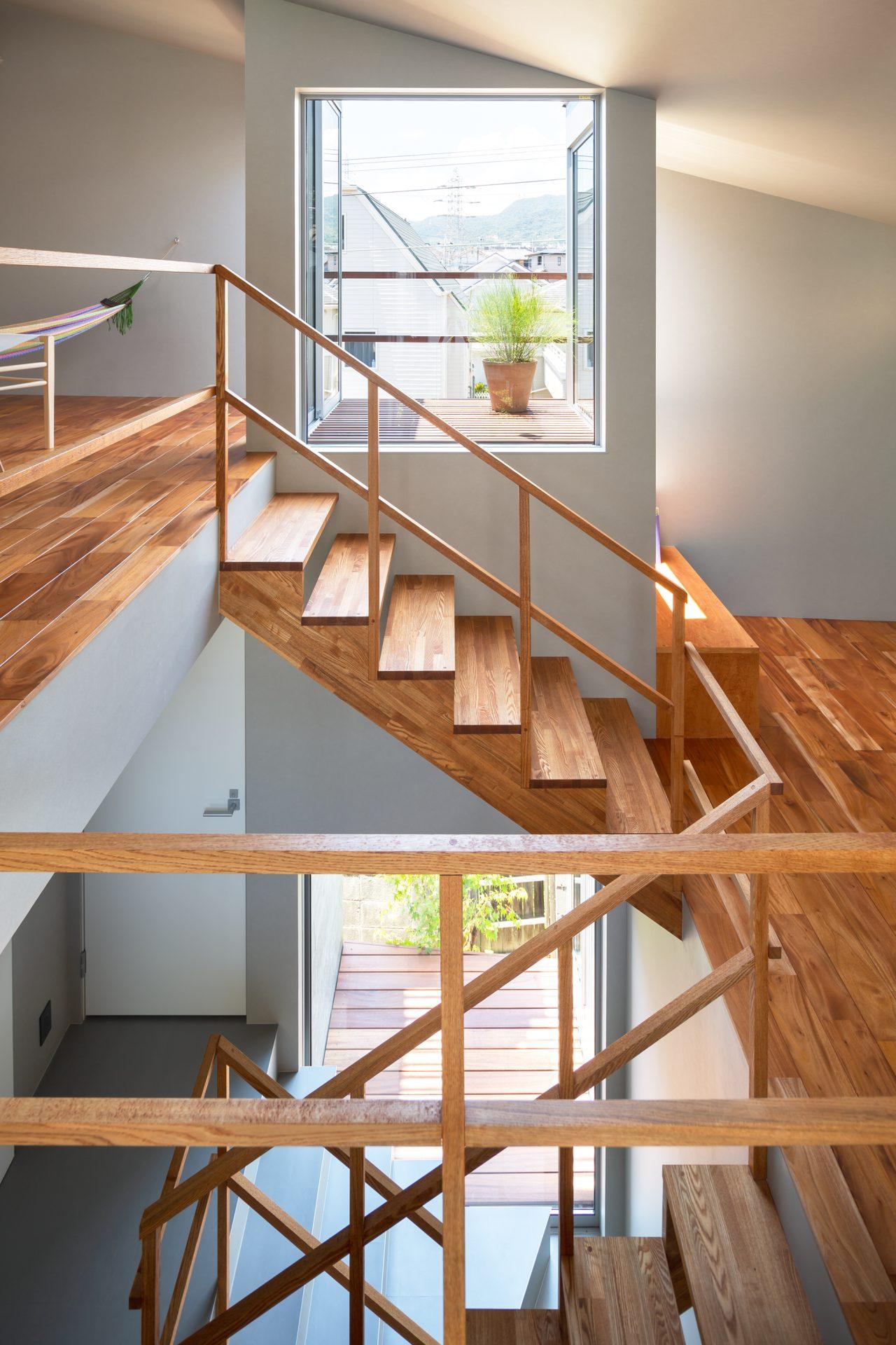 兵庫夙川の家の階段02