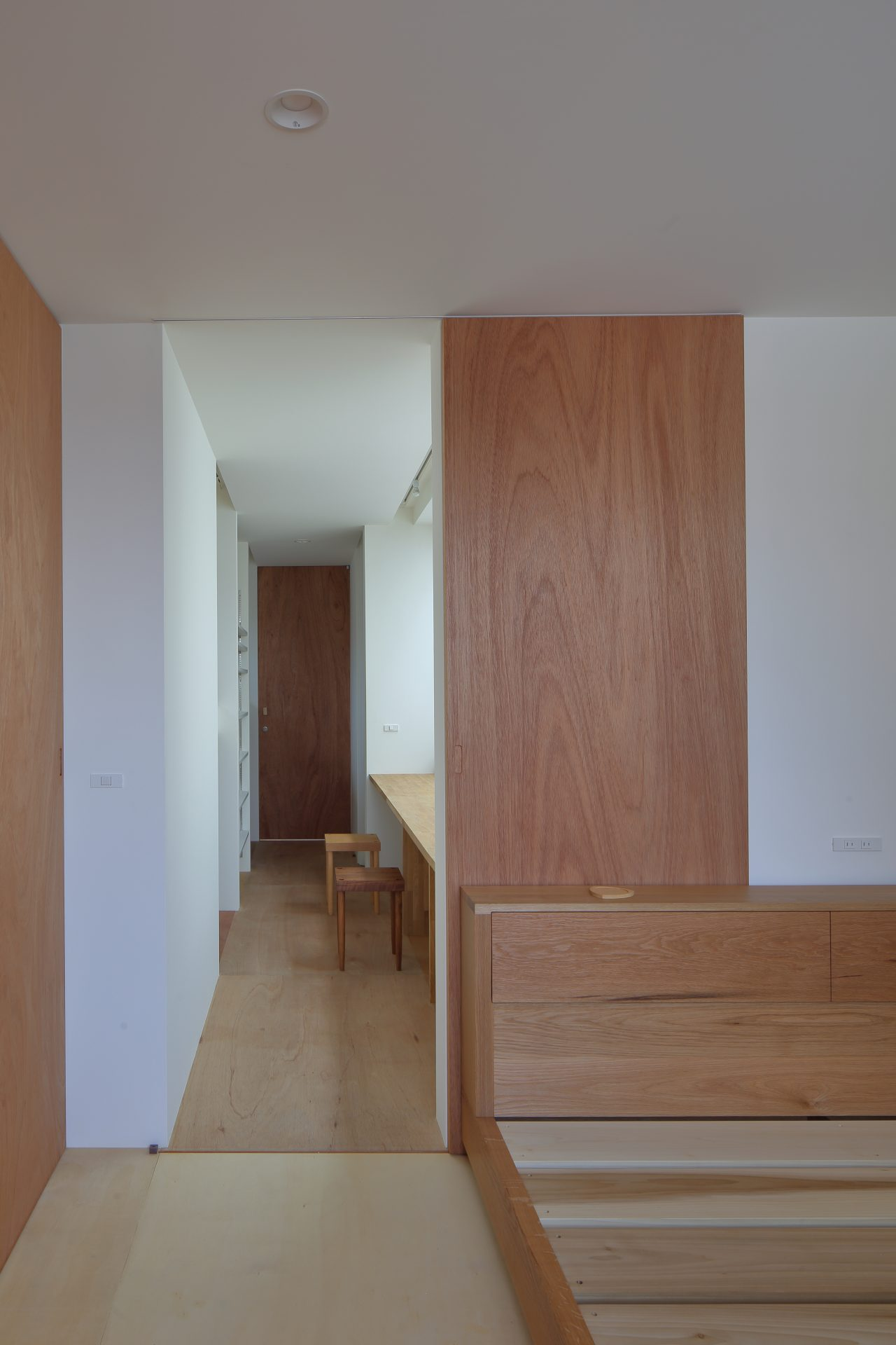 大阪小さなサンルームのある家の寝室