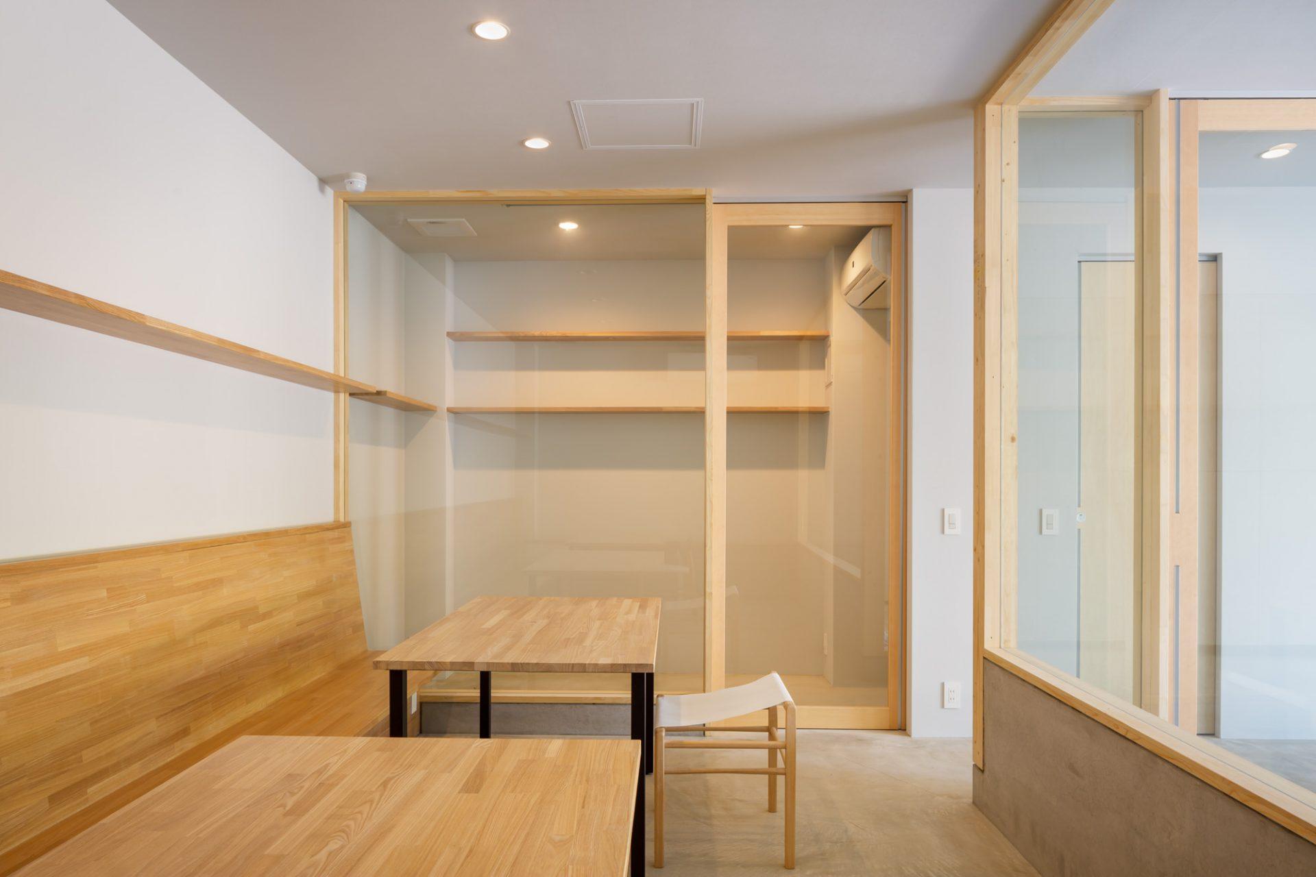 大阪 中西プラスチック株式会社のギャラリー兼ミーティングスペース04
