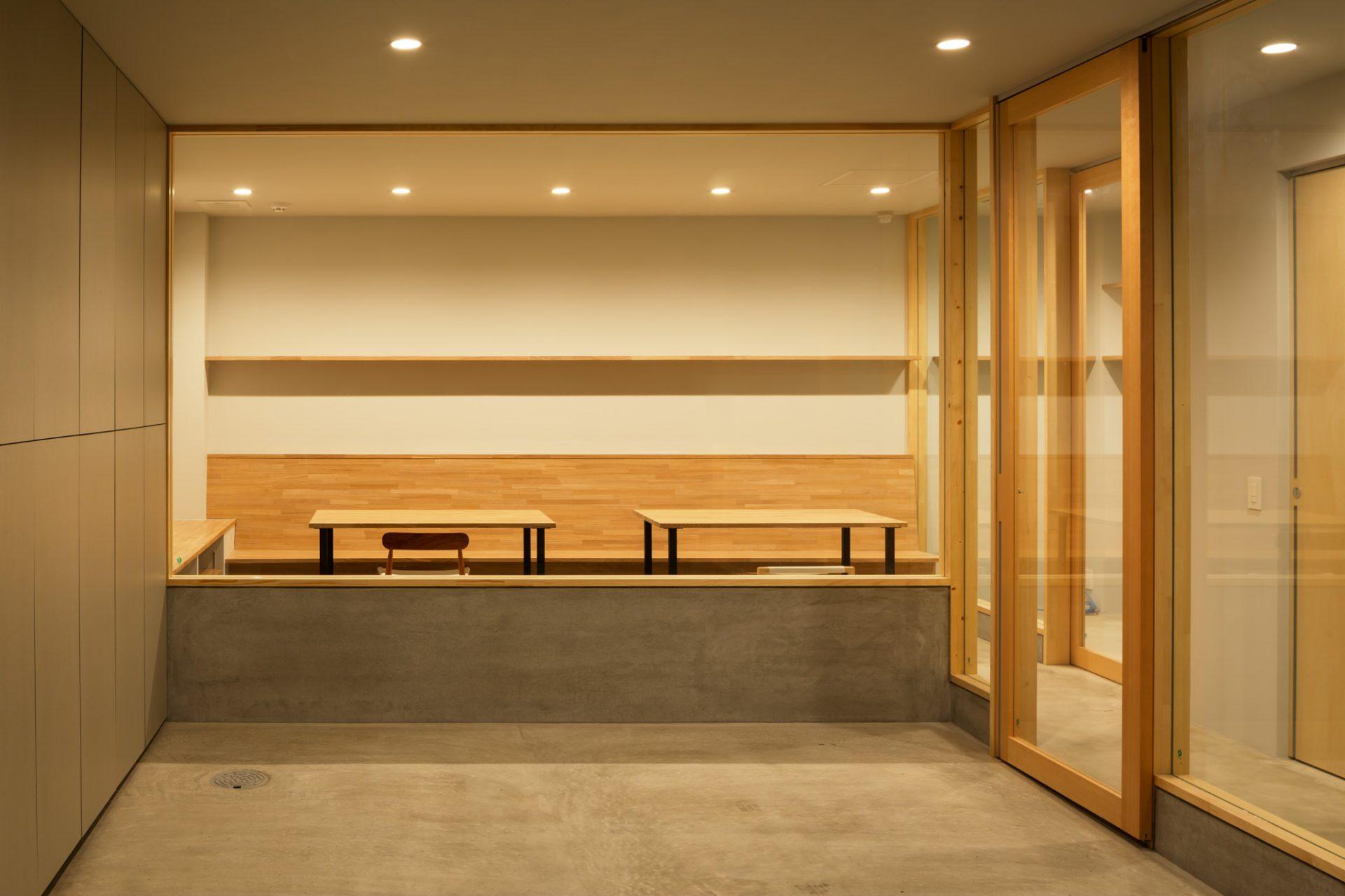 大阪 中西プラスチック株式会社のギャラリー兼ミーティングスペース05