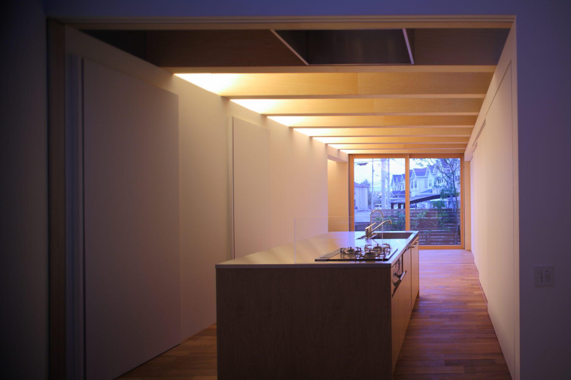 大阪北野田の家のLDK(夜景)