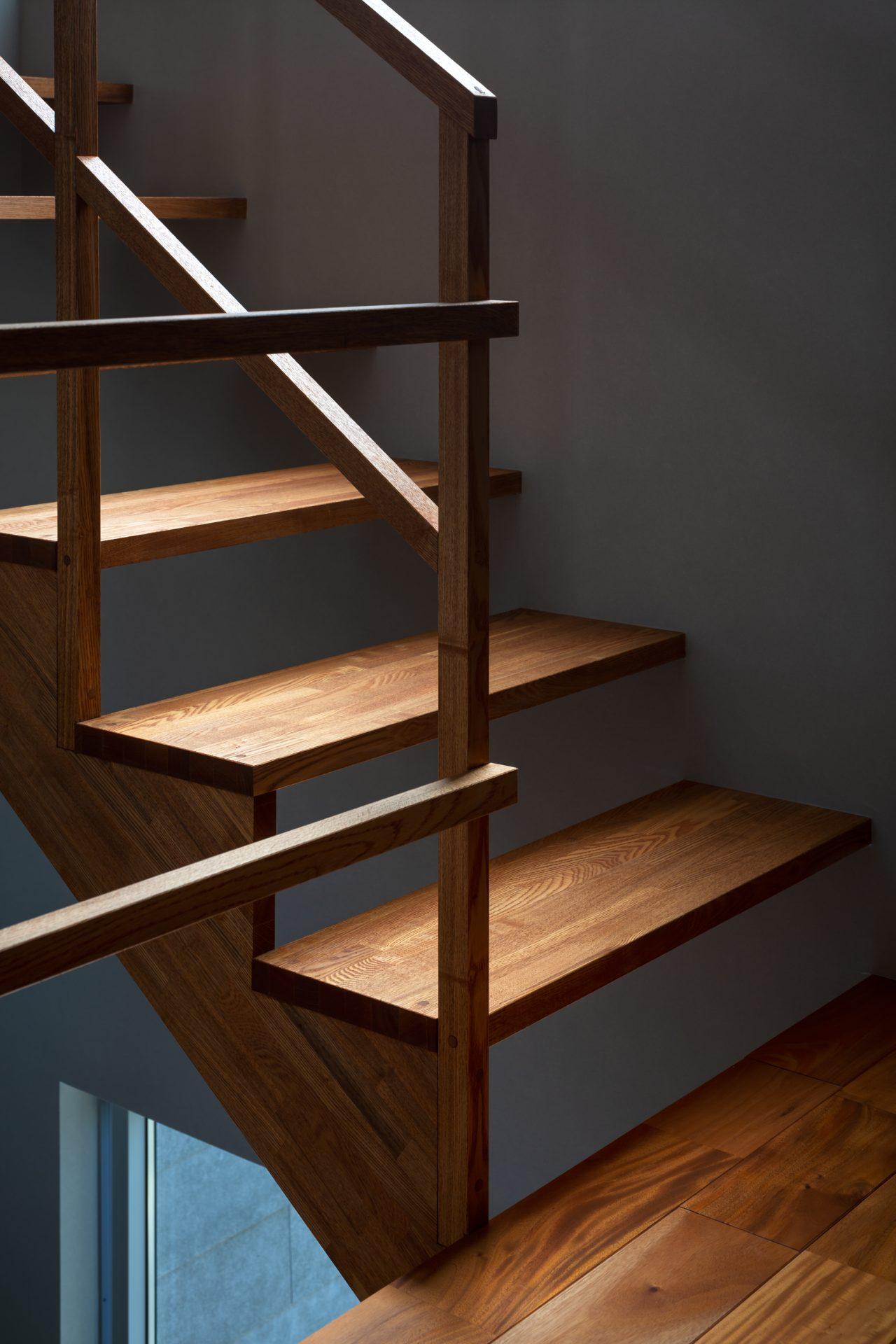 兵庫夙川の家の階段03