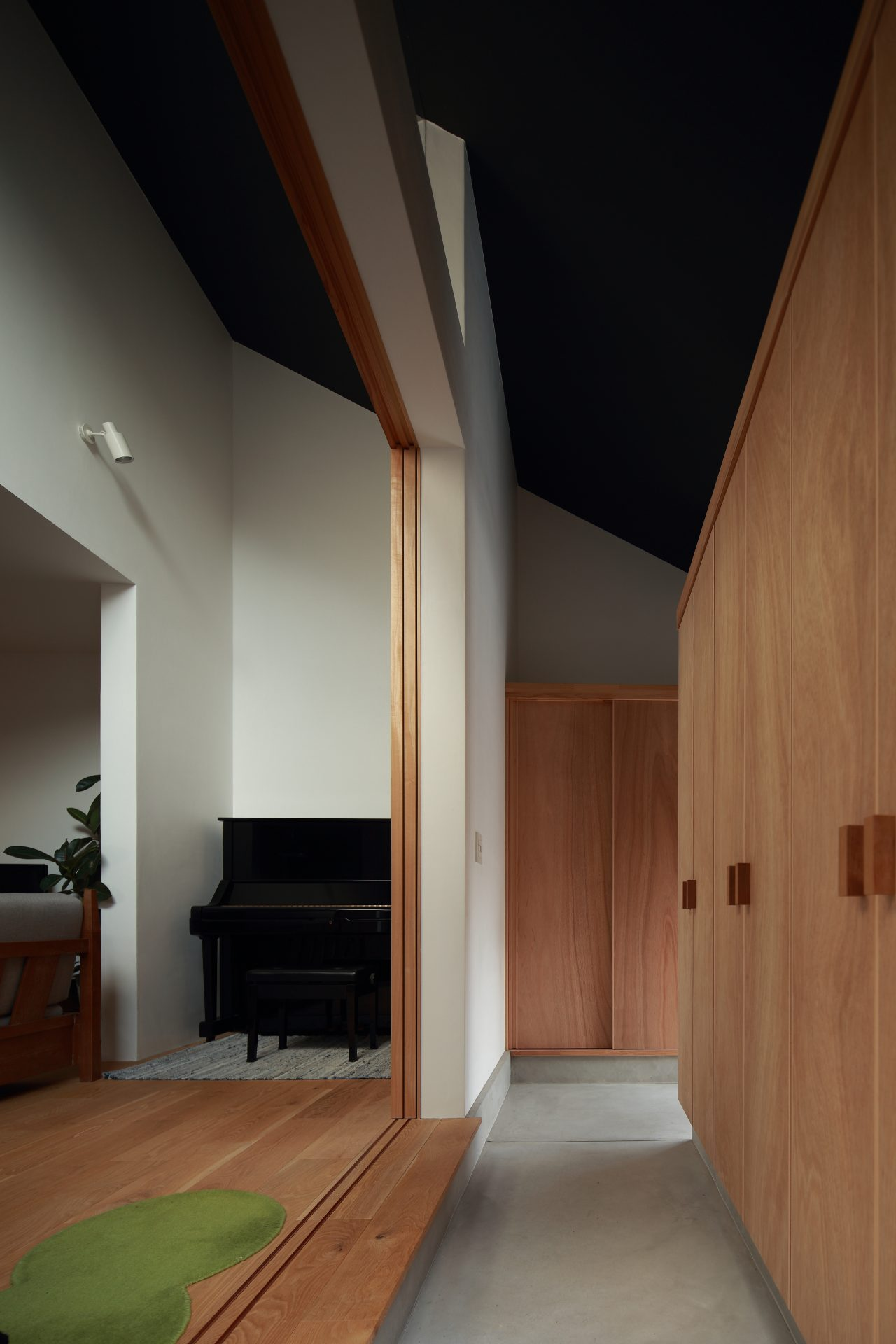 奈良片流れの家の土間