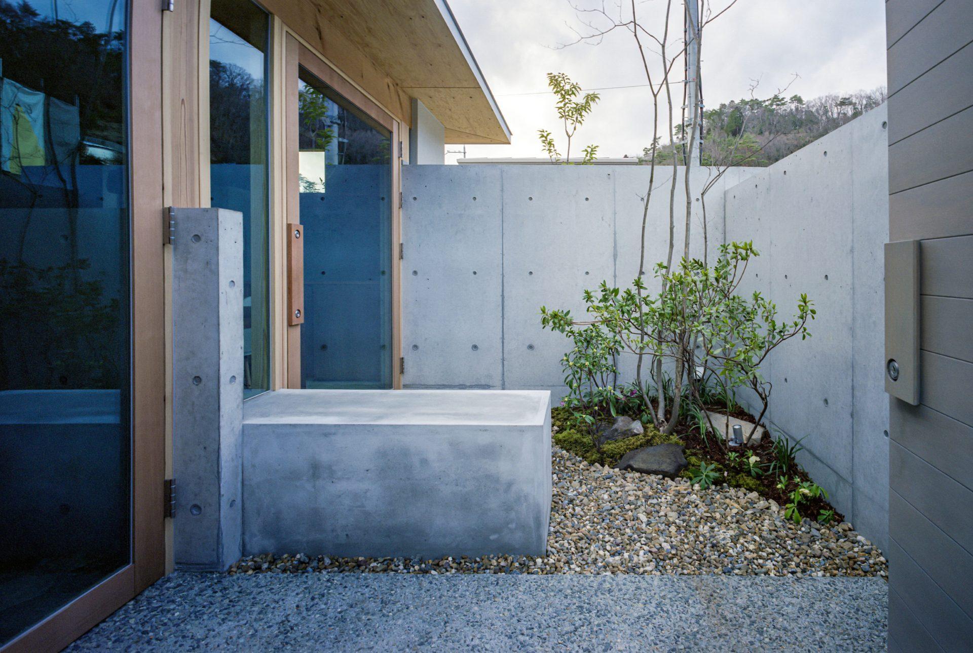 大阪箕面森町の家のアプローチ
