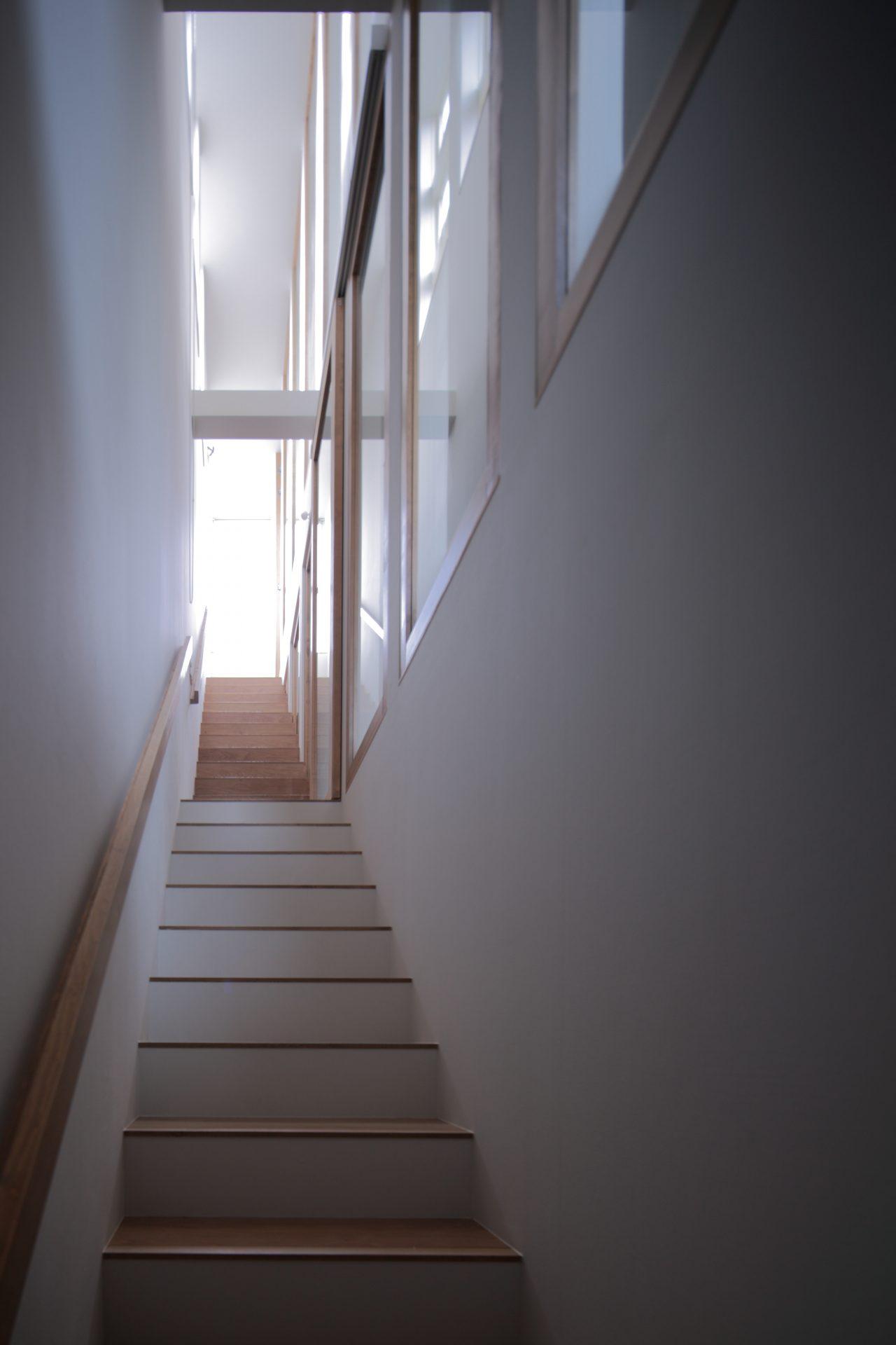 兵庫塚口の家の階段02