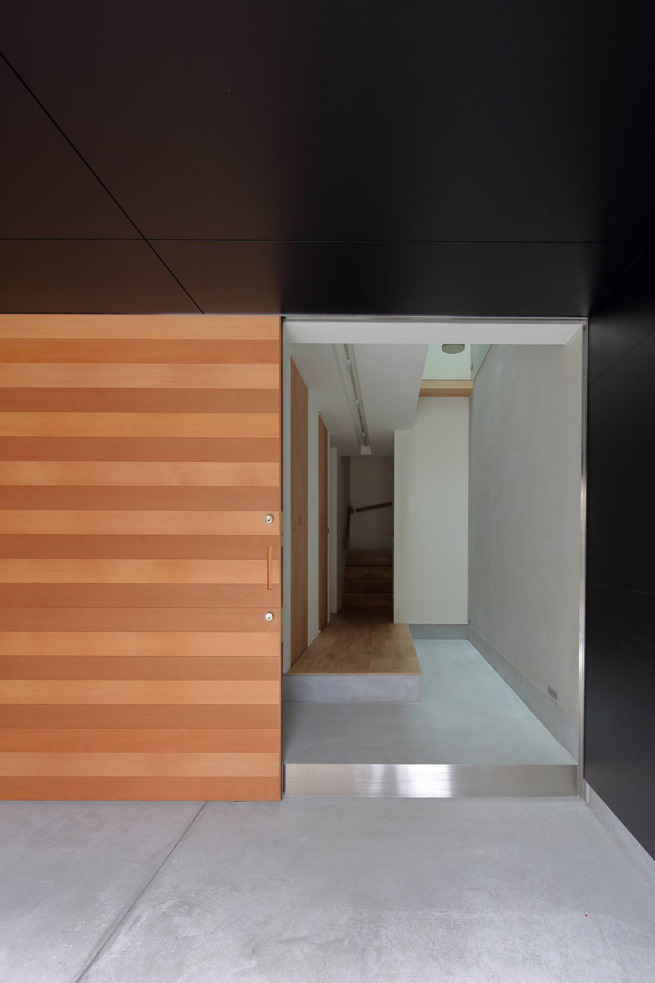 大阪小さなサンルームのある家の玄関01