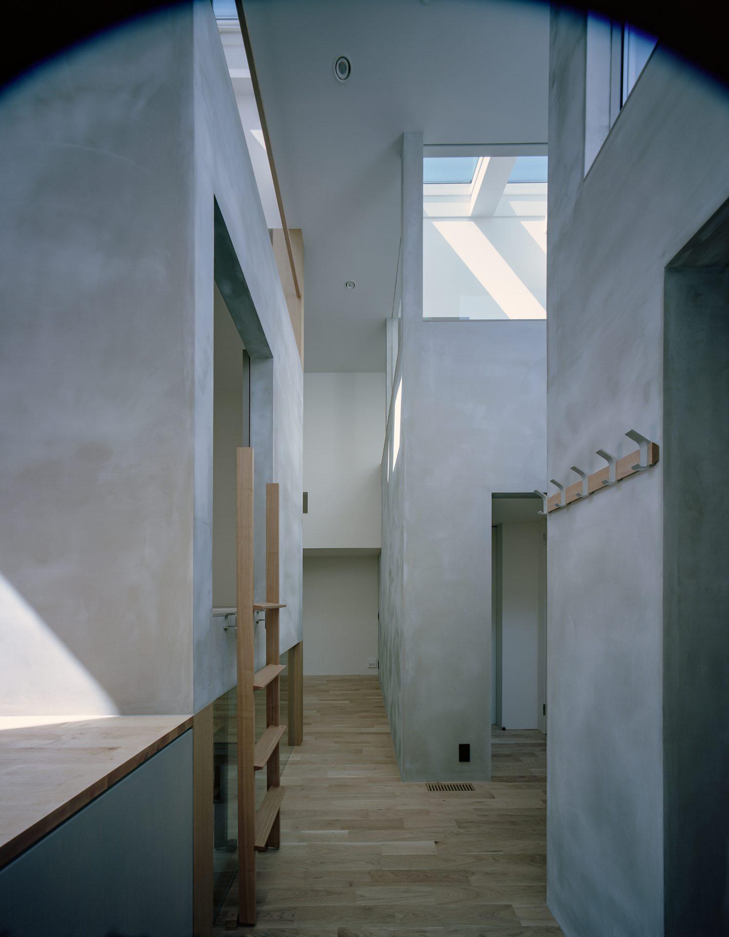 兵庫光のヴォイドのある家のキッチン01