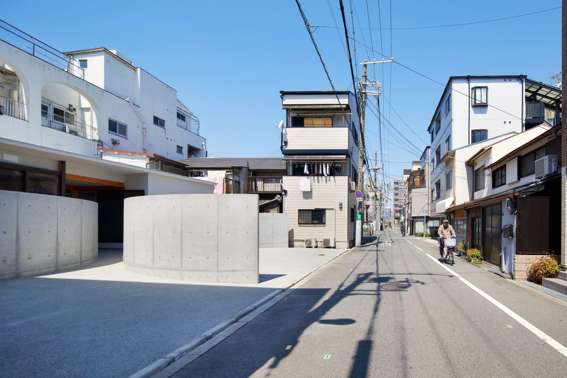 大阪のガレージハウス|住人十色放映の平屋の注文住宅の町並み