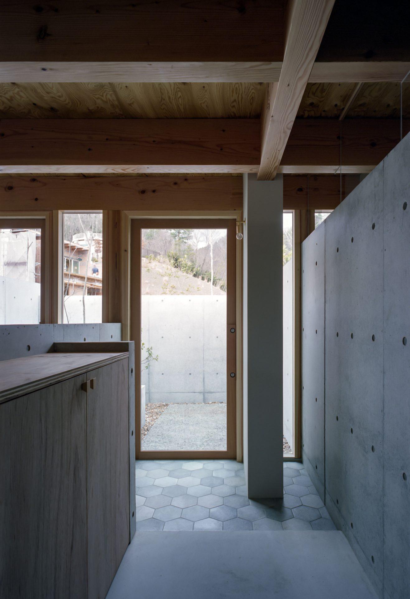 大阪箕面森町の家の玄関2