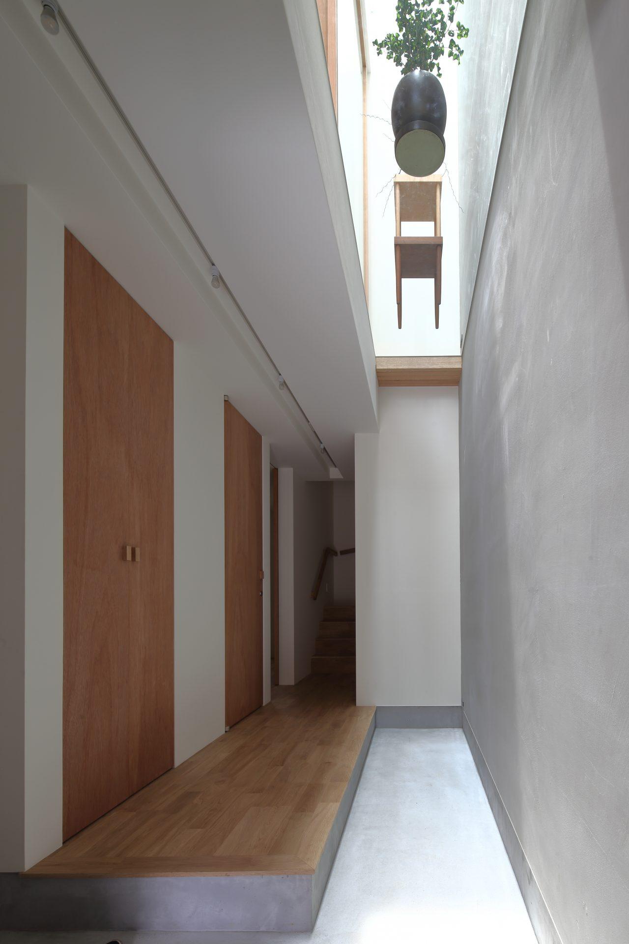 大阪小さなサンルームのある家の玄関02
