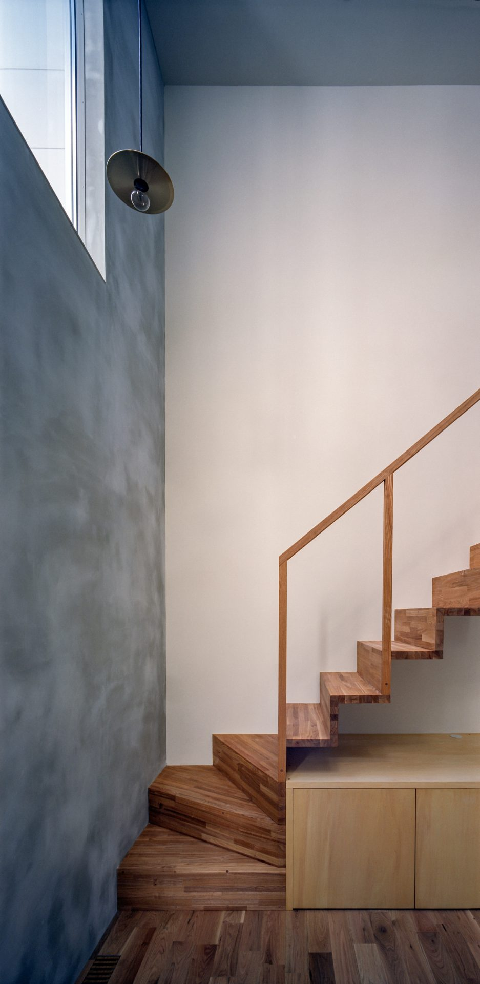 兵庫光のヴォイドのある家の階段