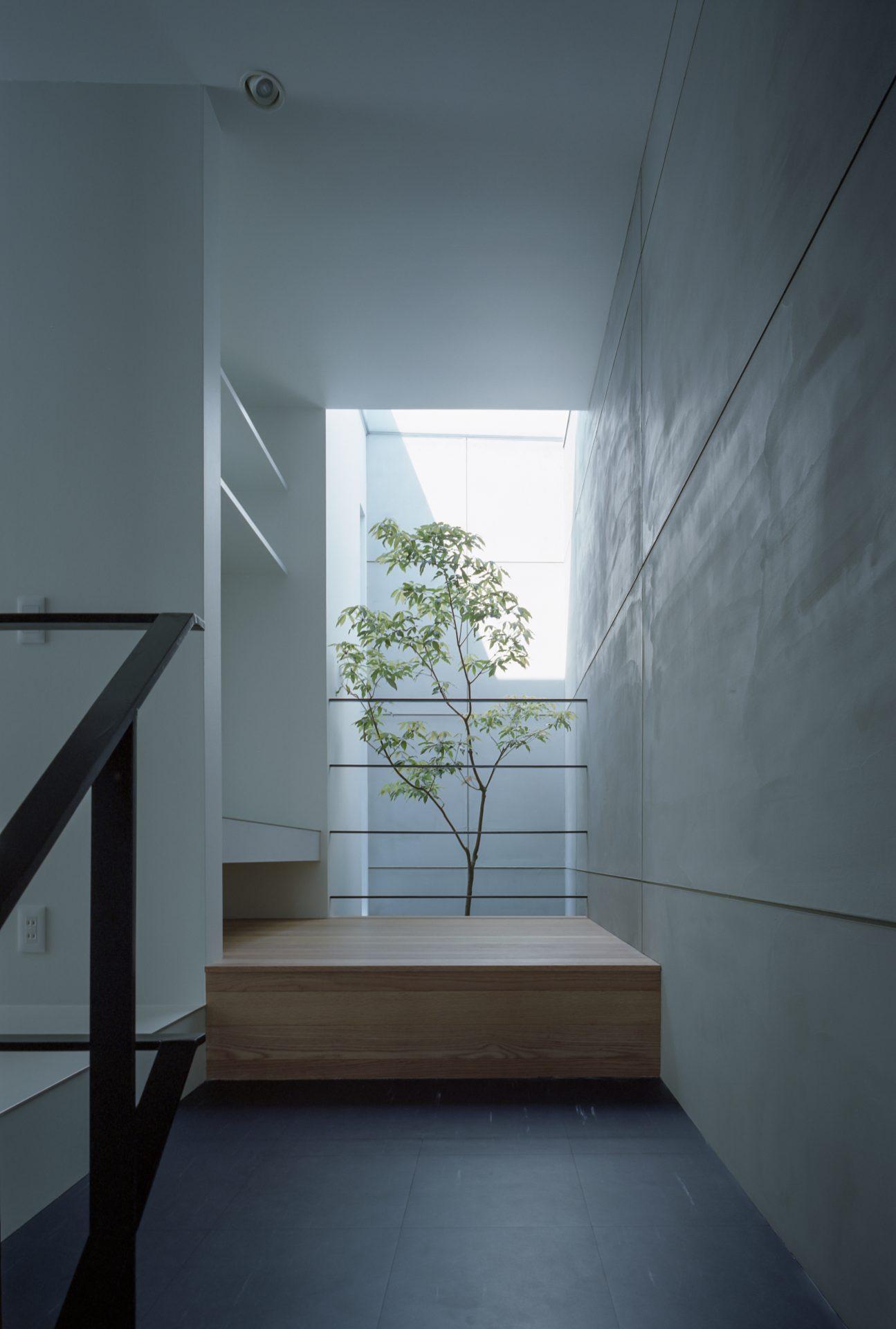 大阪河内長野のコートハウスの2階踊り場