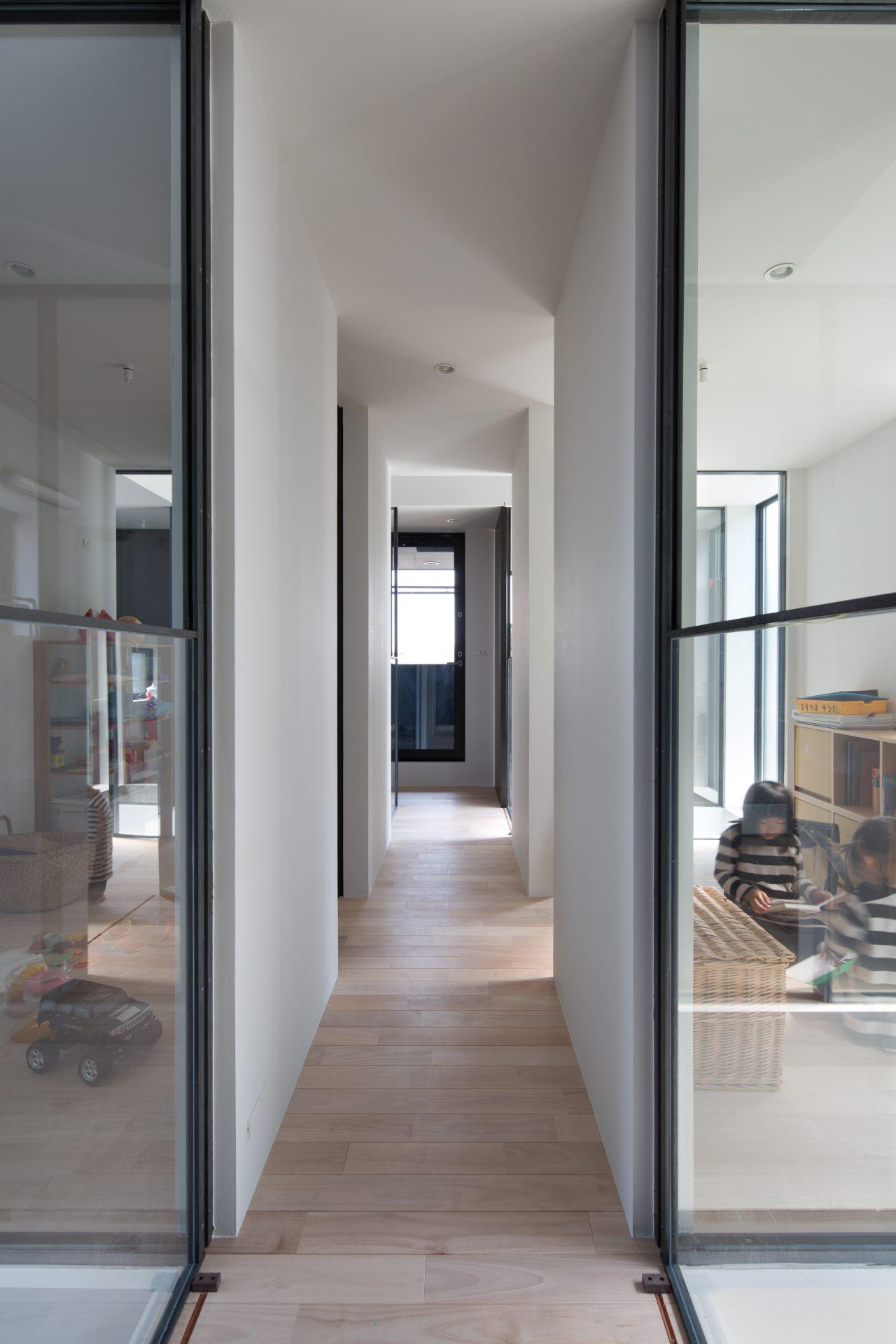 徳島3世帯の家の廊下