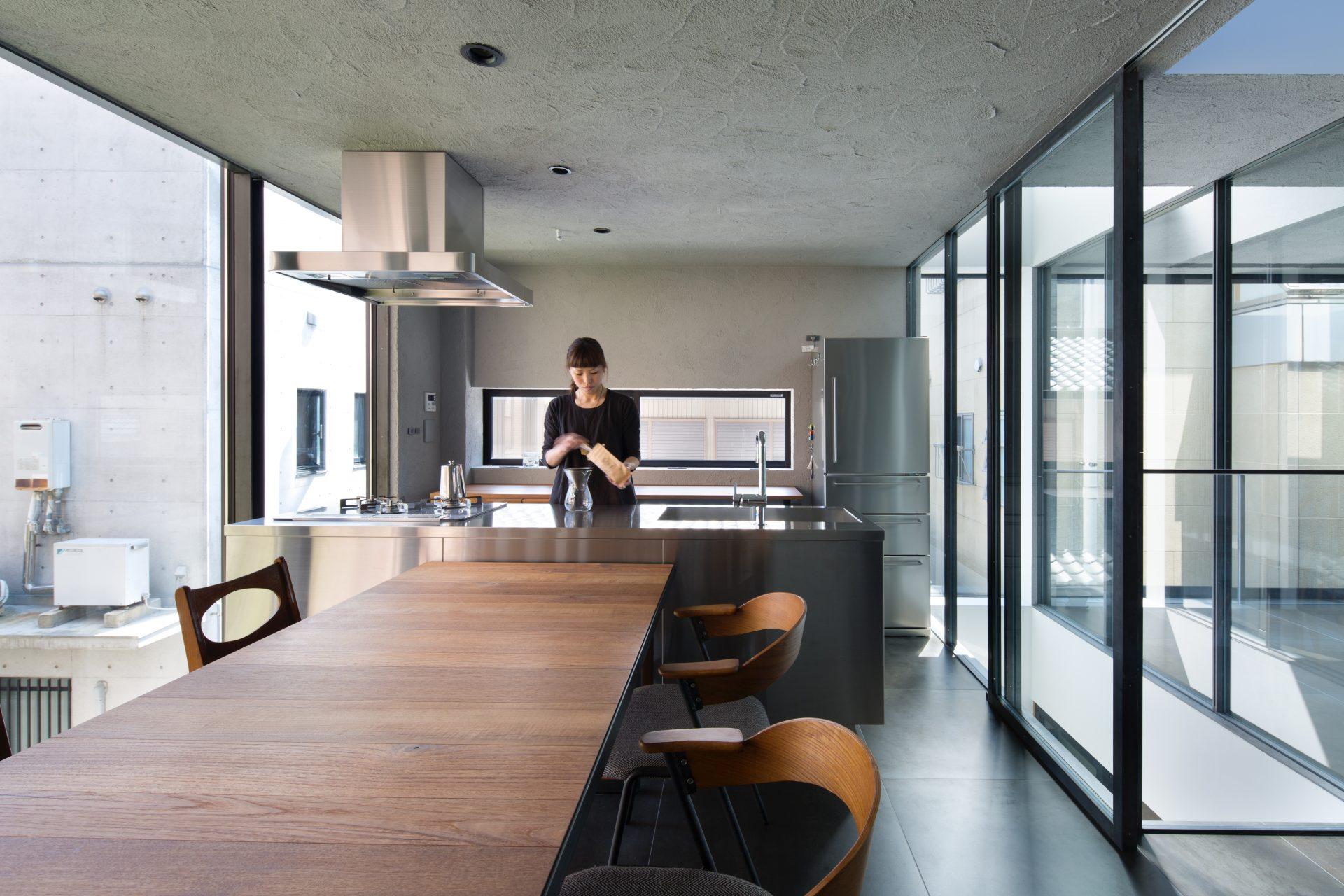 徳島3世帯の家の2階ダイニングキッチン03