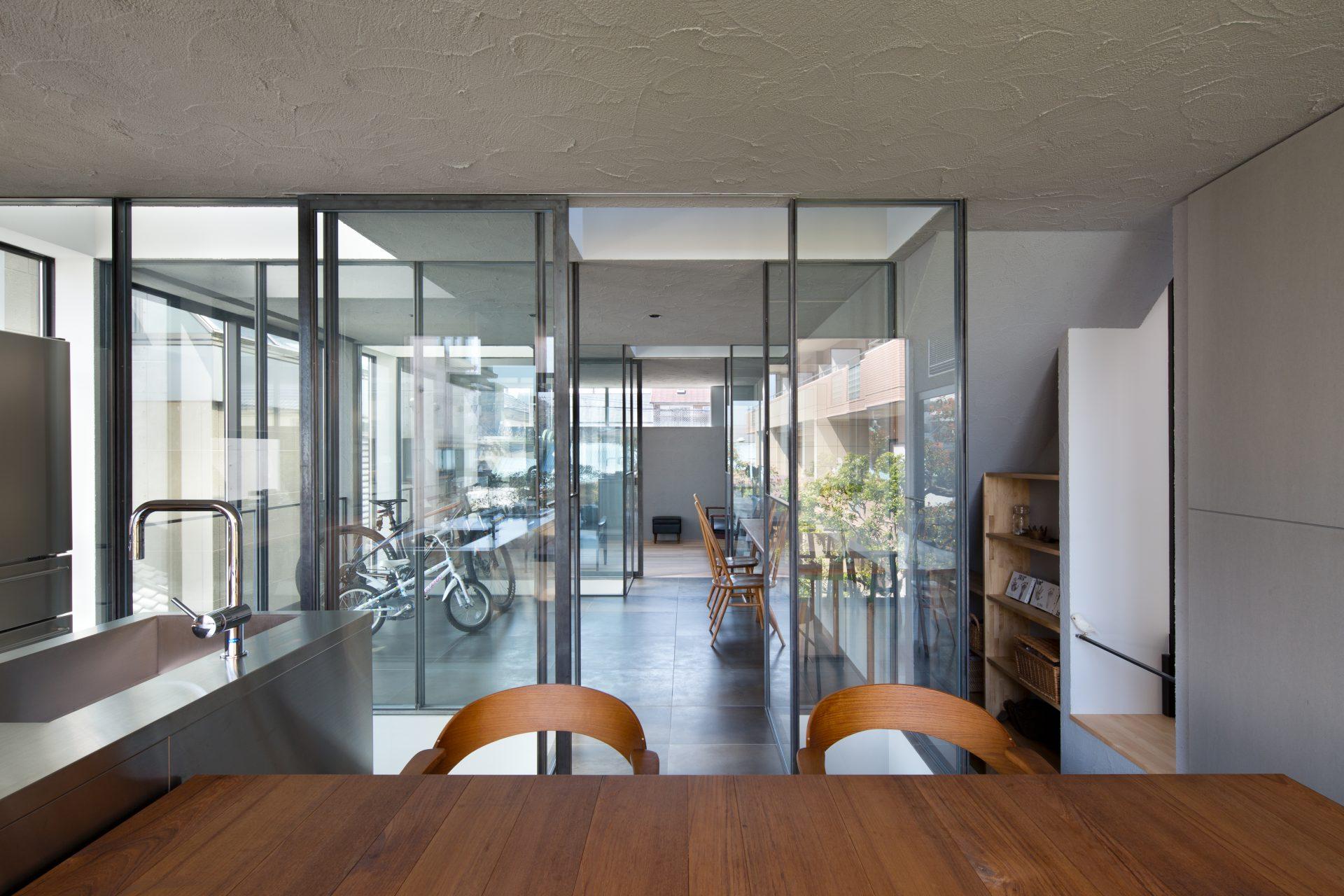 徳島3世帯の家の2階ダイニングキッチン01