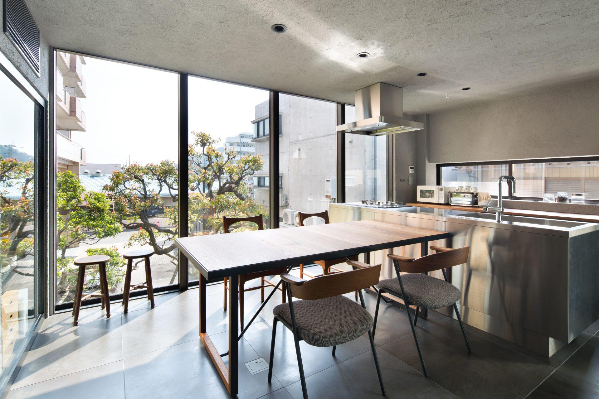 徳島3世帯の家の2階ダイニングキッチン02