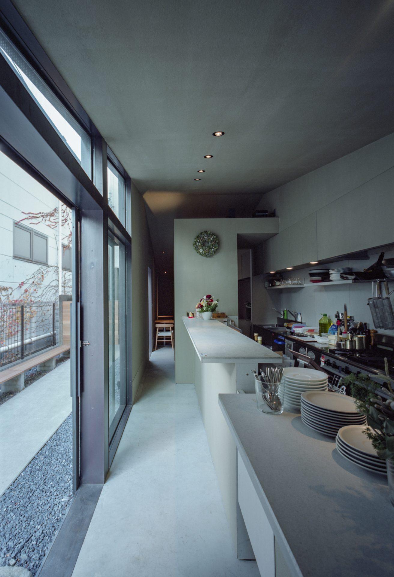 京都MIZOのキッチン前通路01