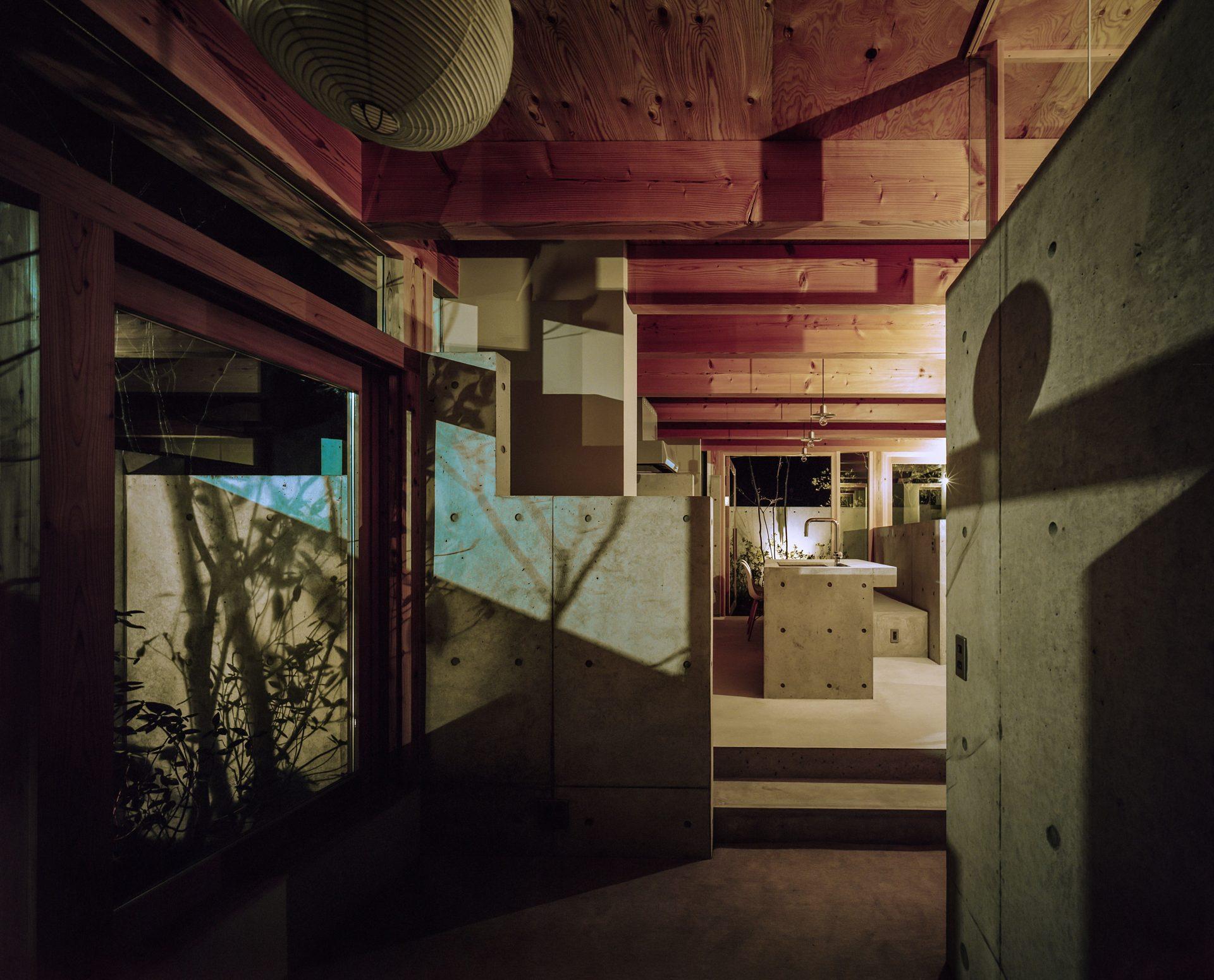 大阪箕面森町の家のリビング(夜景)