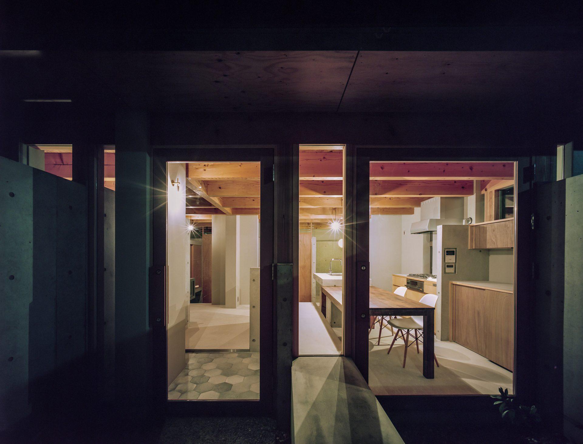 大阪箕面森町の家のアプローチ(夜景)