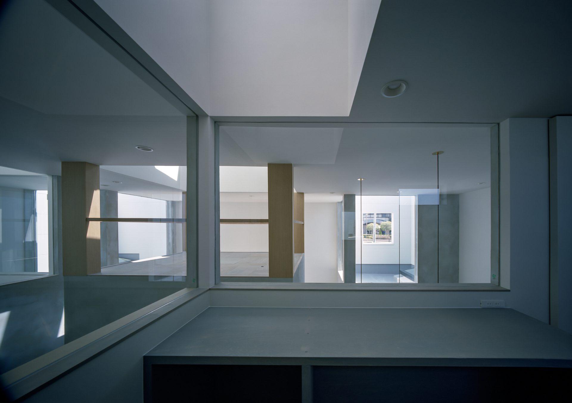 兵庫光のヴォイドのある家の洗面室02