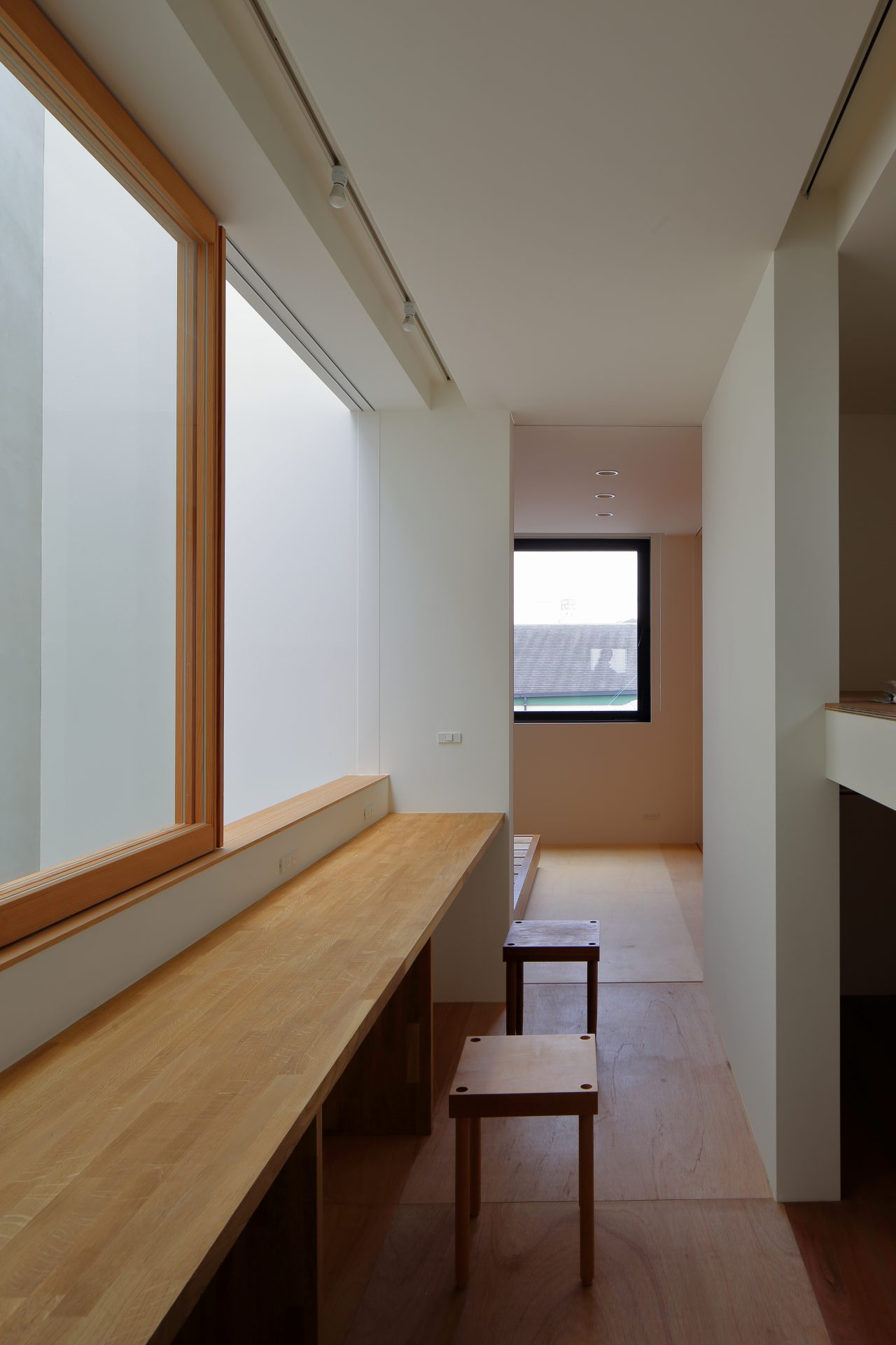 大阪小さなサンルームのある家のワークスペース