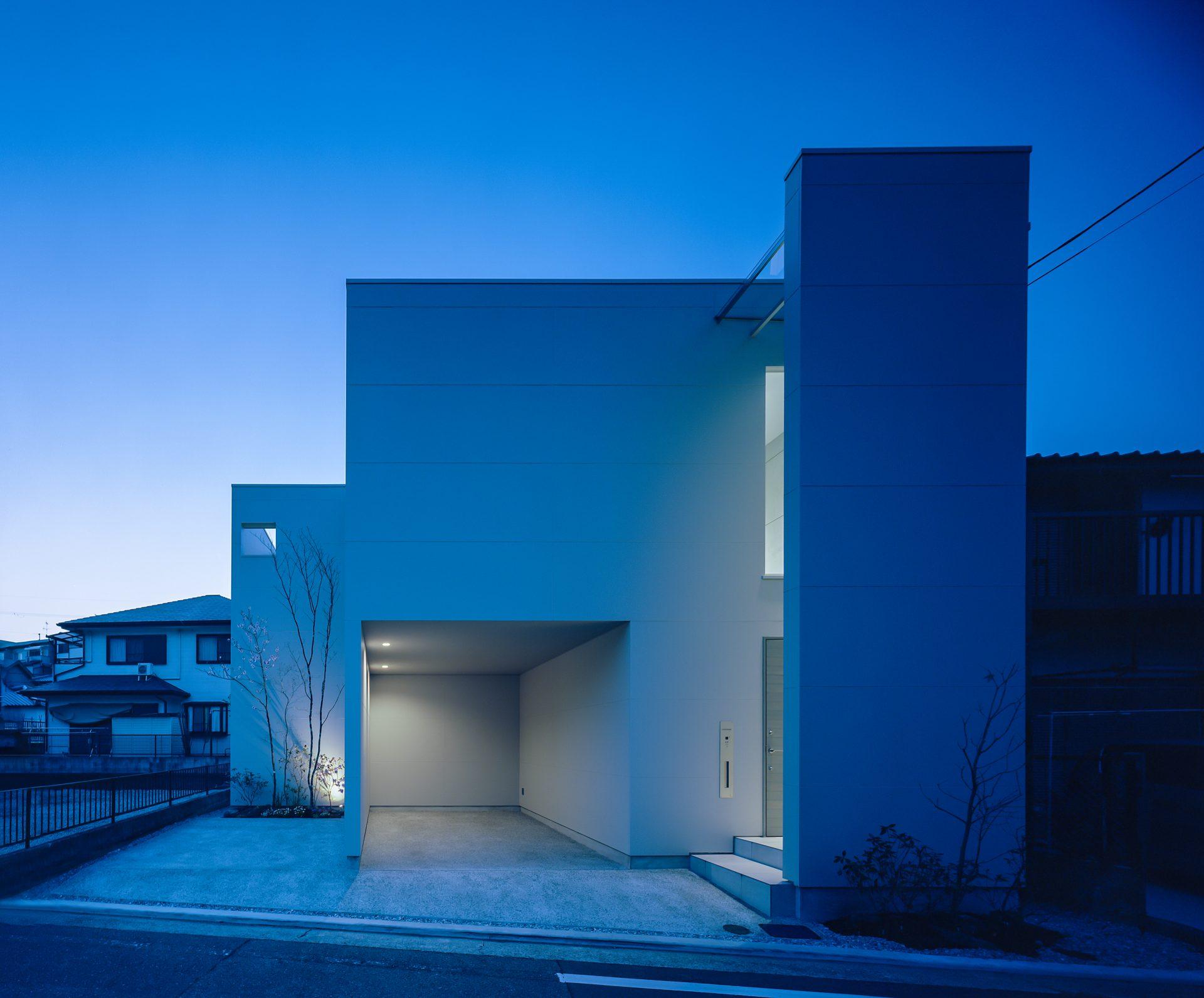 大阪河内長野のコートハウスの外観(夜景)02