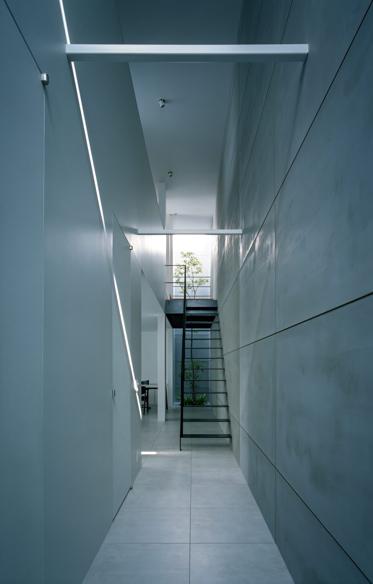 大阪河内長野のコートハウスの廊下