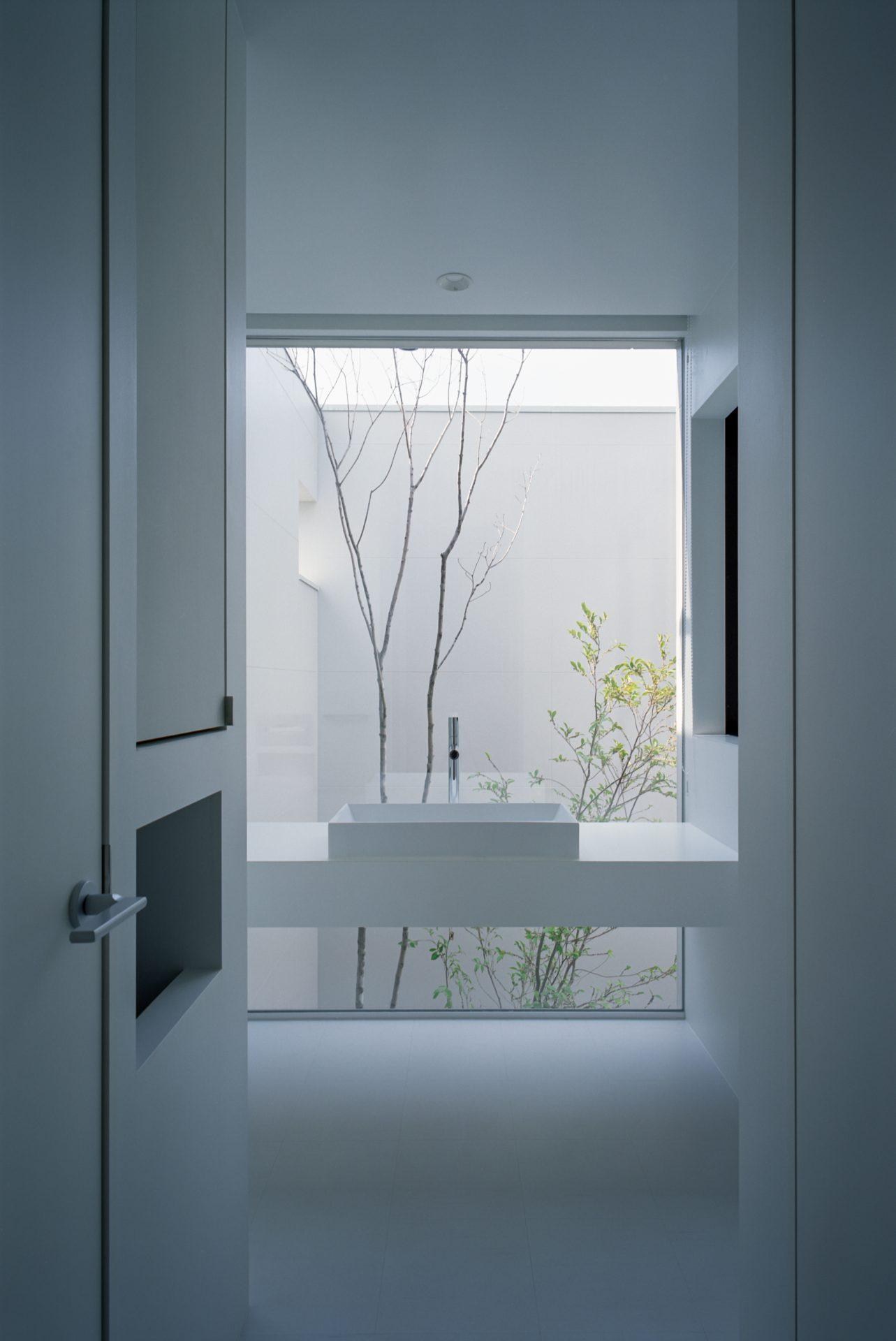 大阪河内長野のコートハウスの洗面所