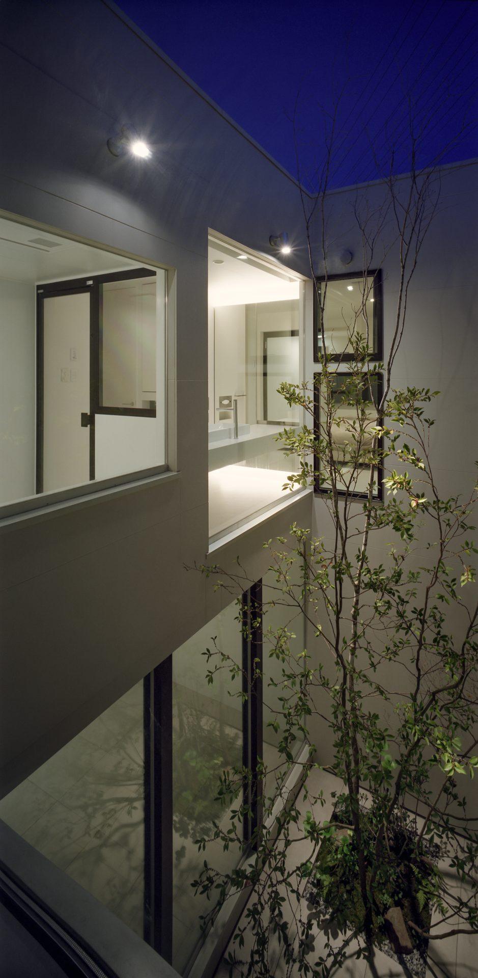 大阪河内長野のコートハウスの外観(夜景)01