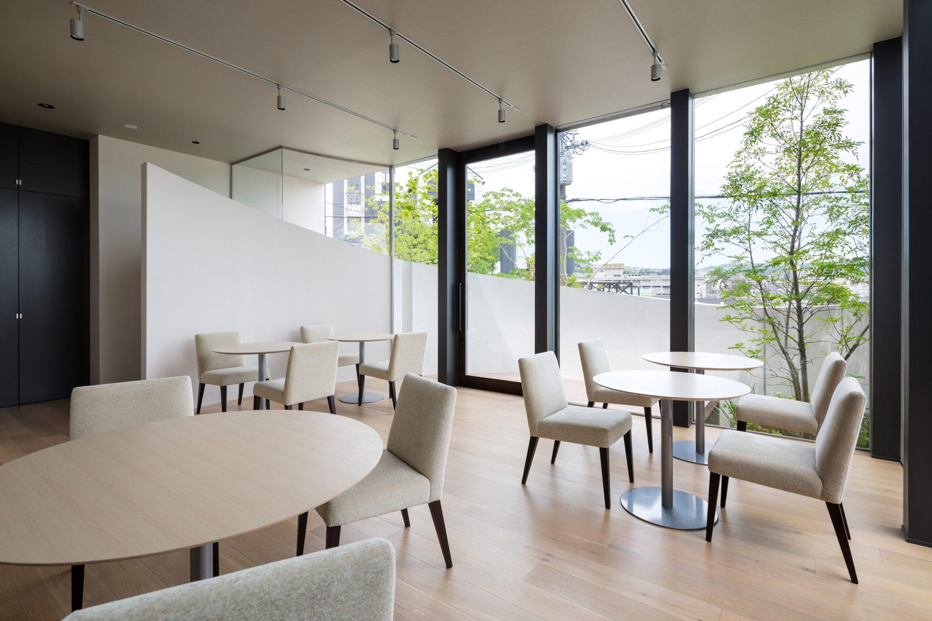 兵庫宝塚のフレンチレストランAux petits délicesのホール02