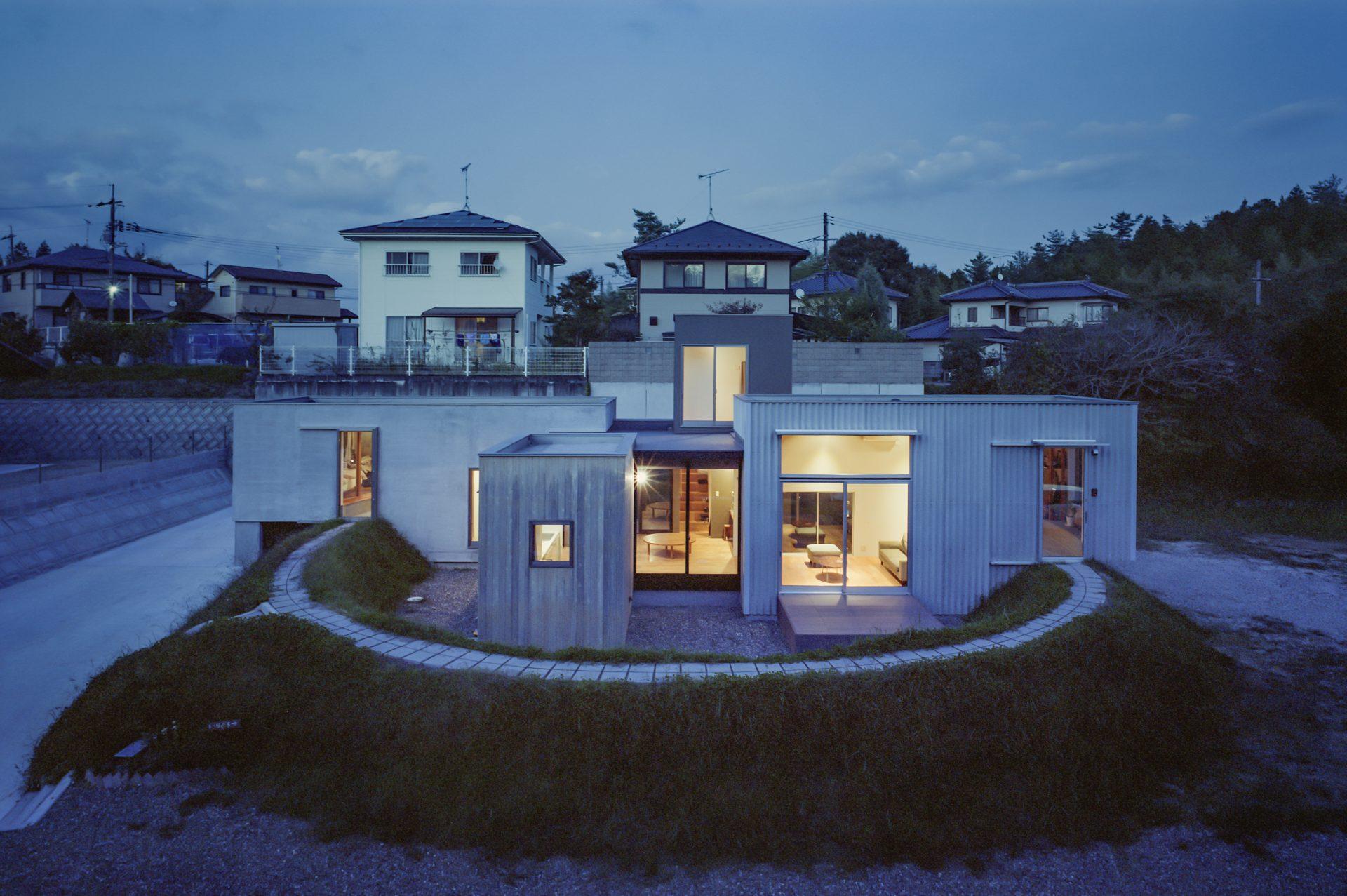 広島東広島の家の外観(夜景)
