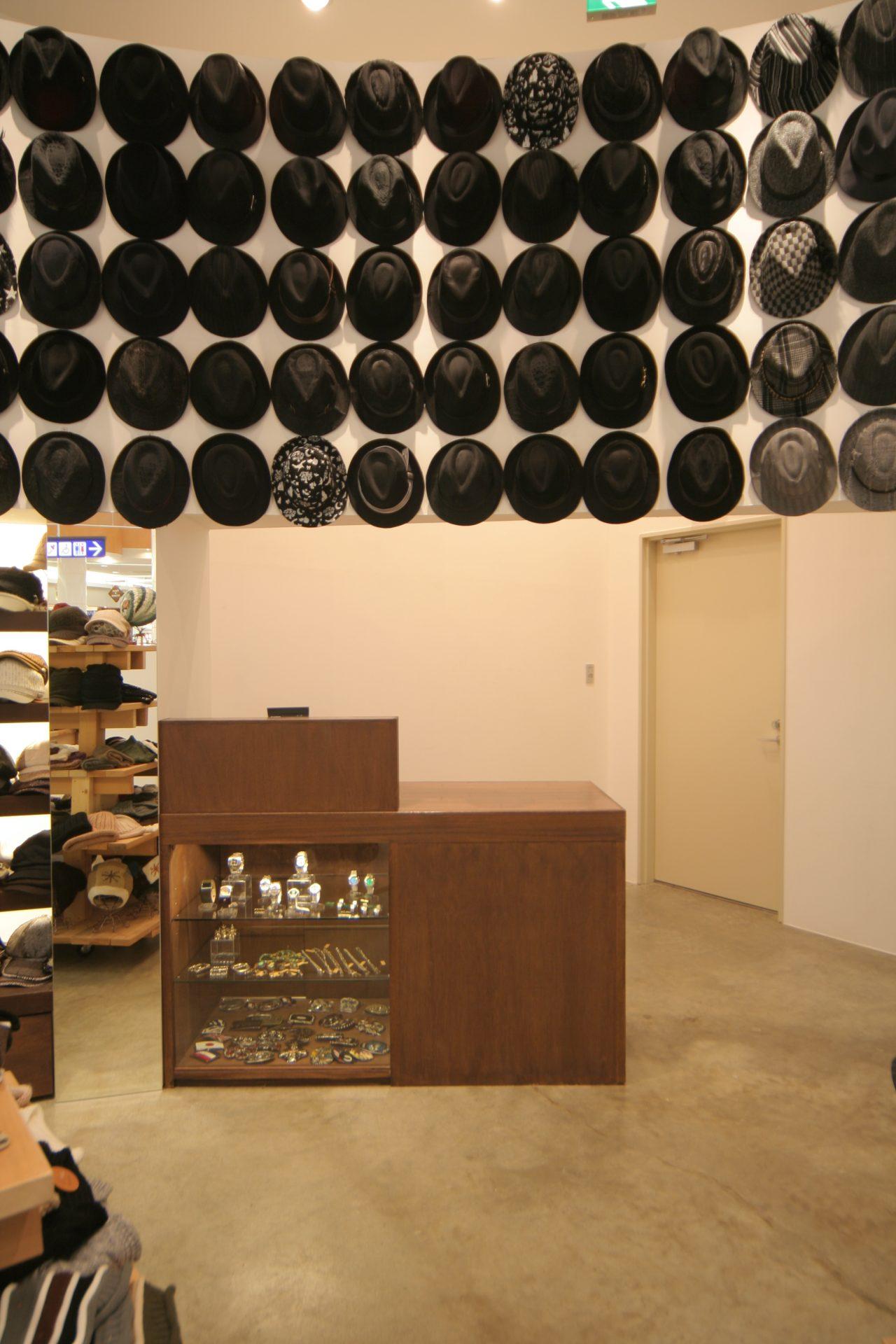 福岡帽子屋BLAKEの店内11