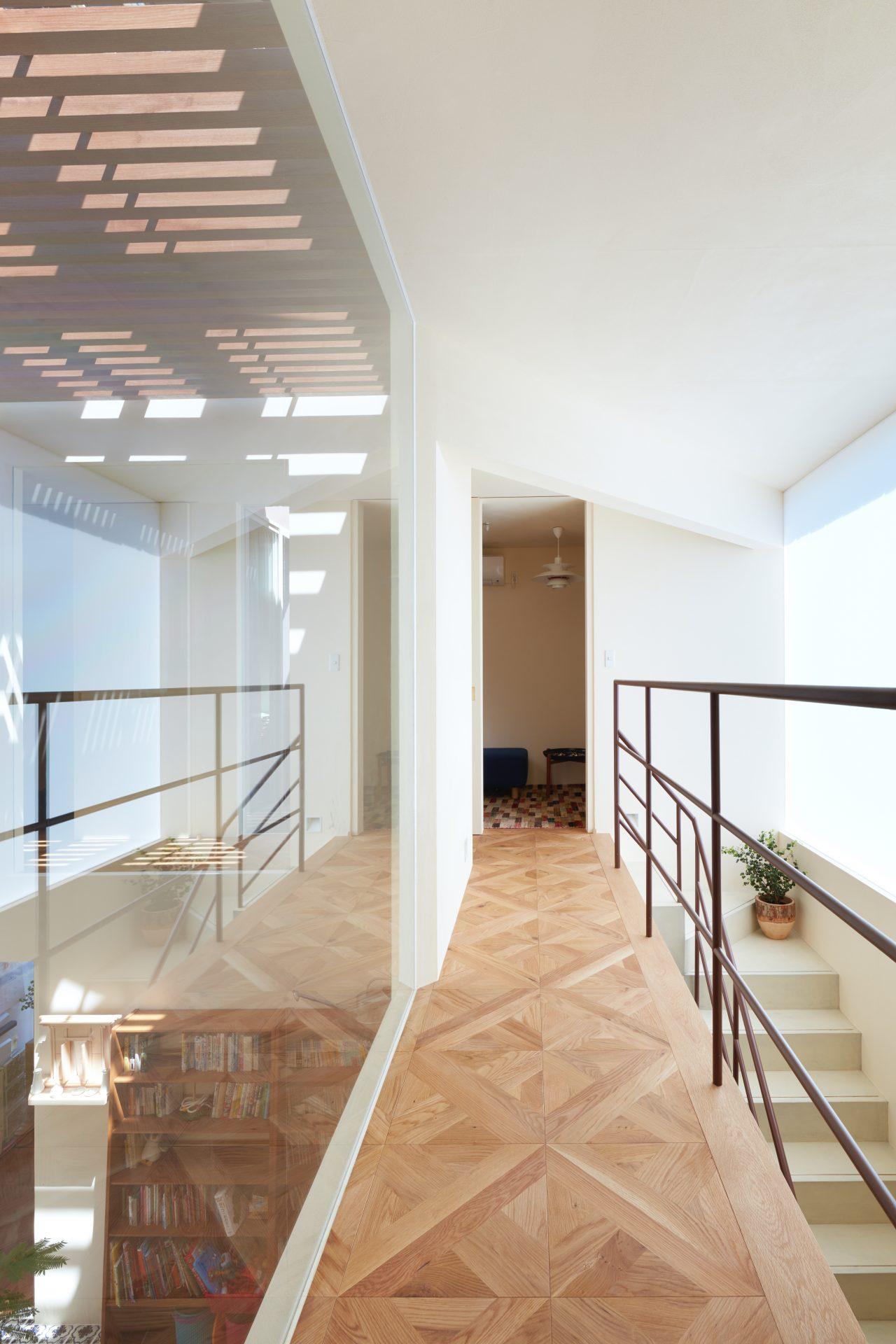 大阪帝塚山の家の2階廊下