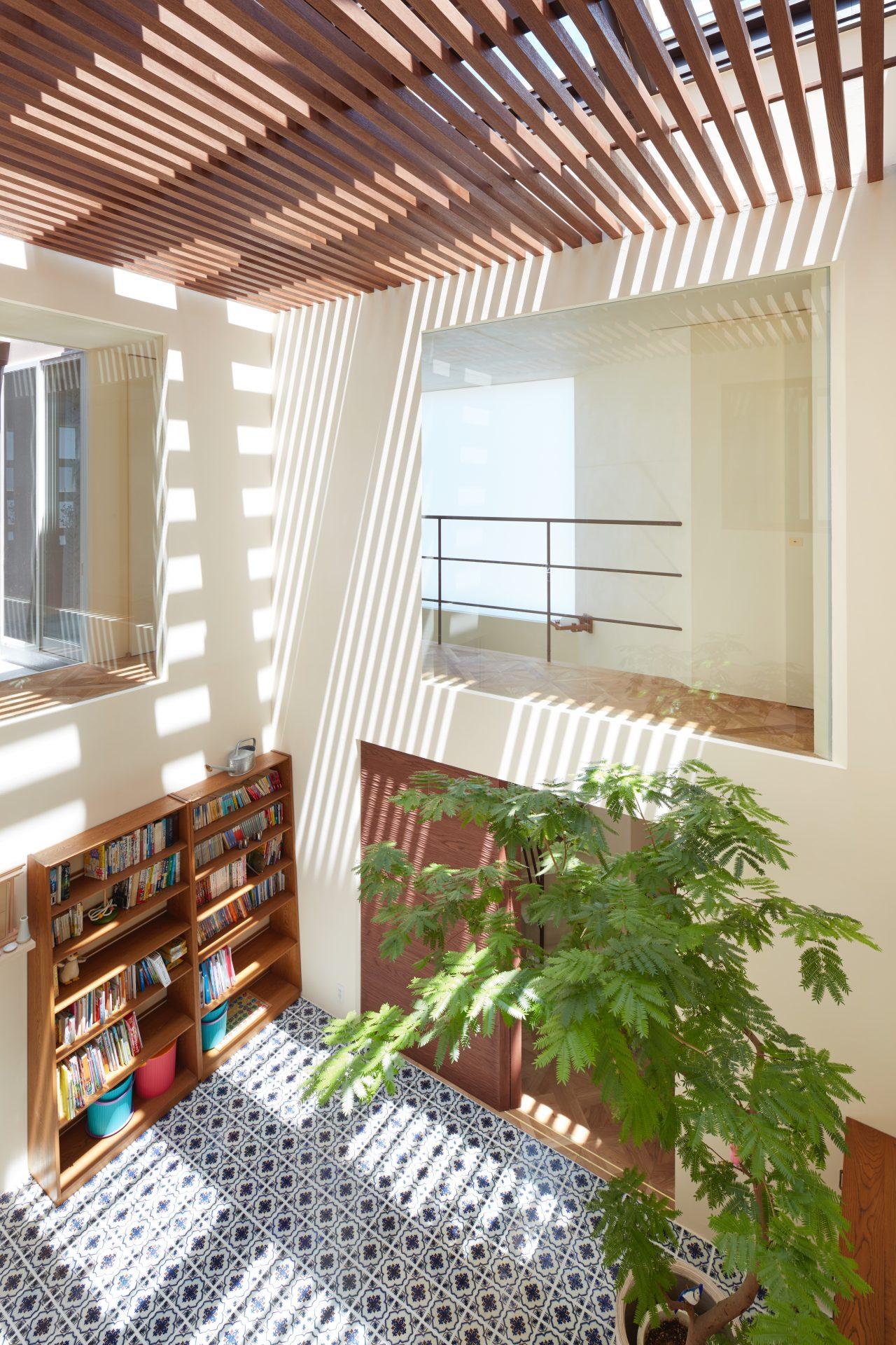 大阪石切りの家のリビング01