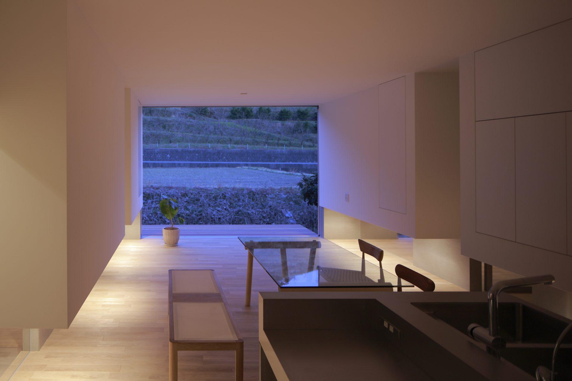 徳島板野の家のLDK(夜景)01