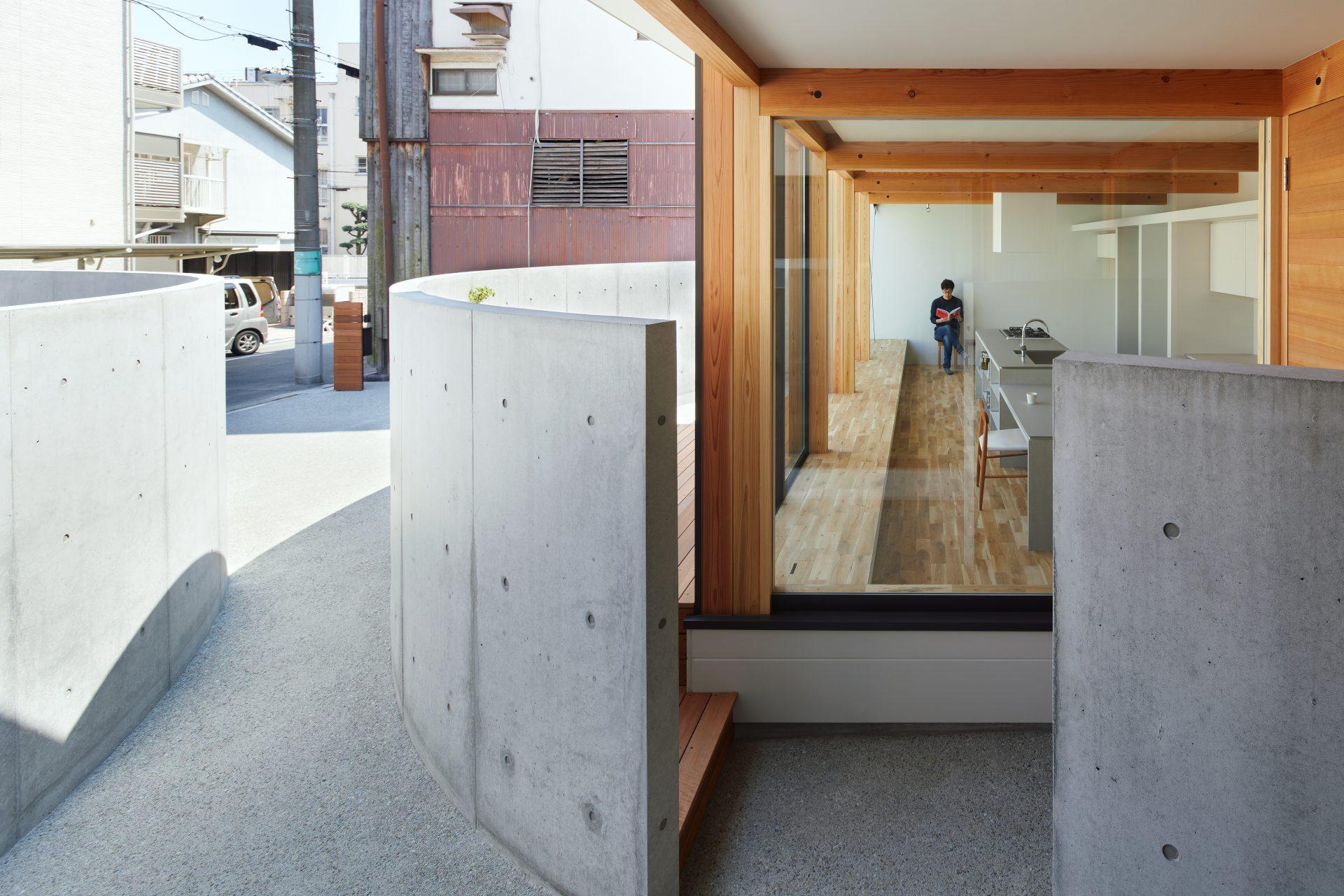 大阪此花の家の玄関01