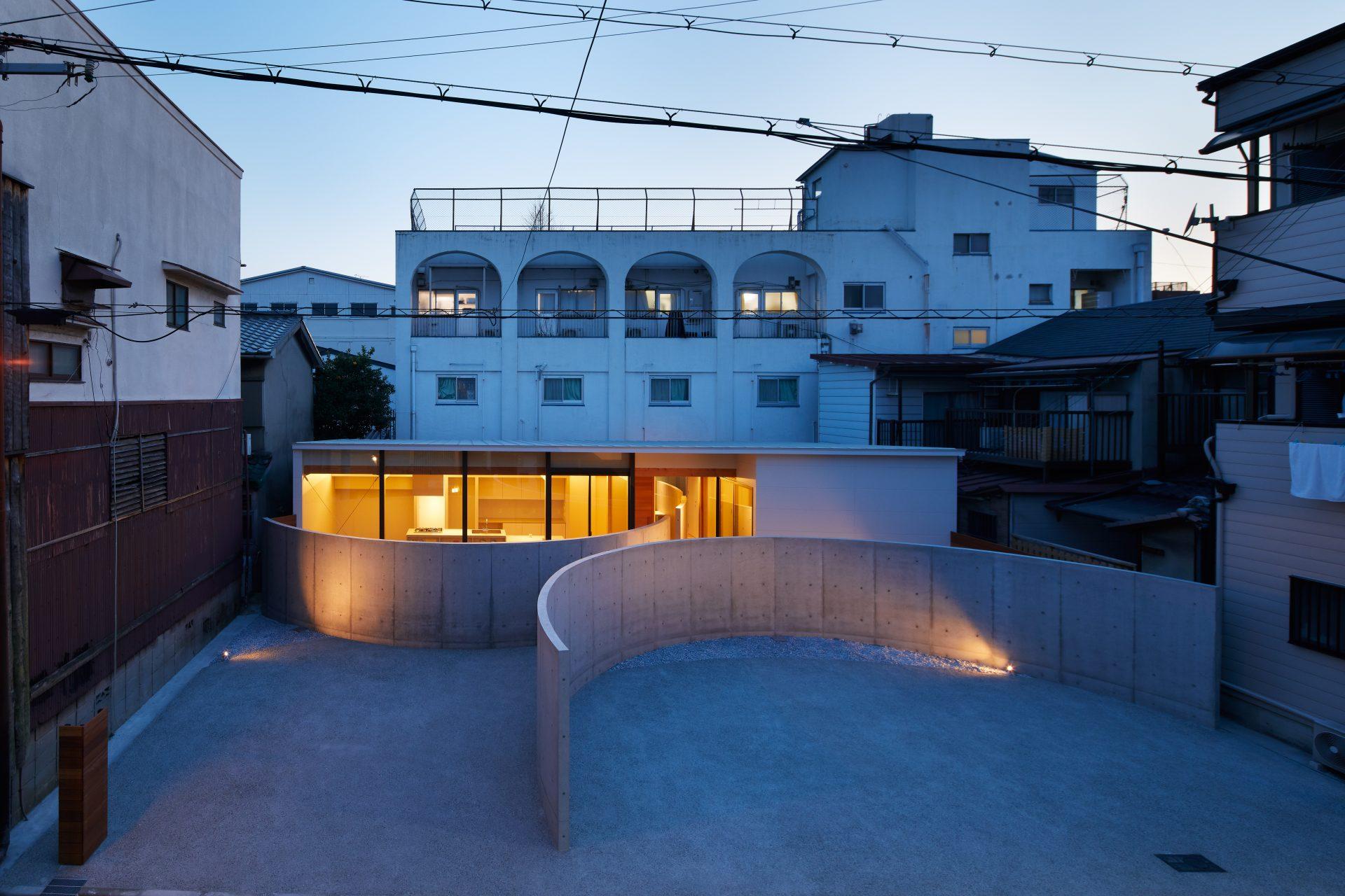 大阪此花の家の外観(夜景)
