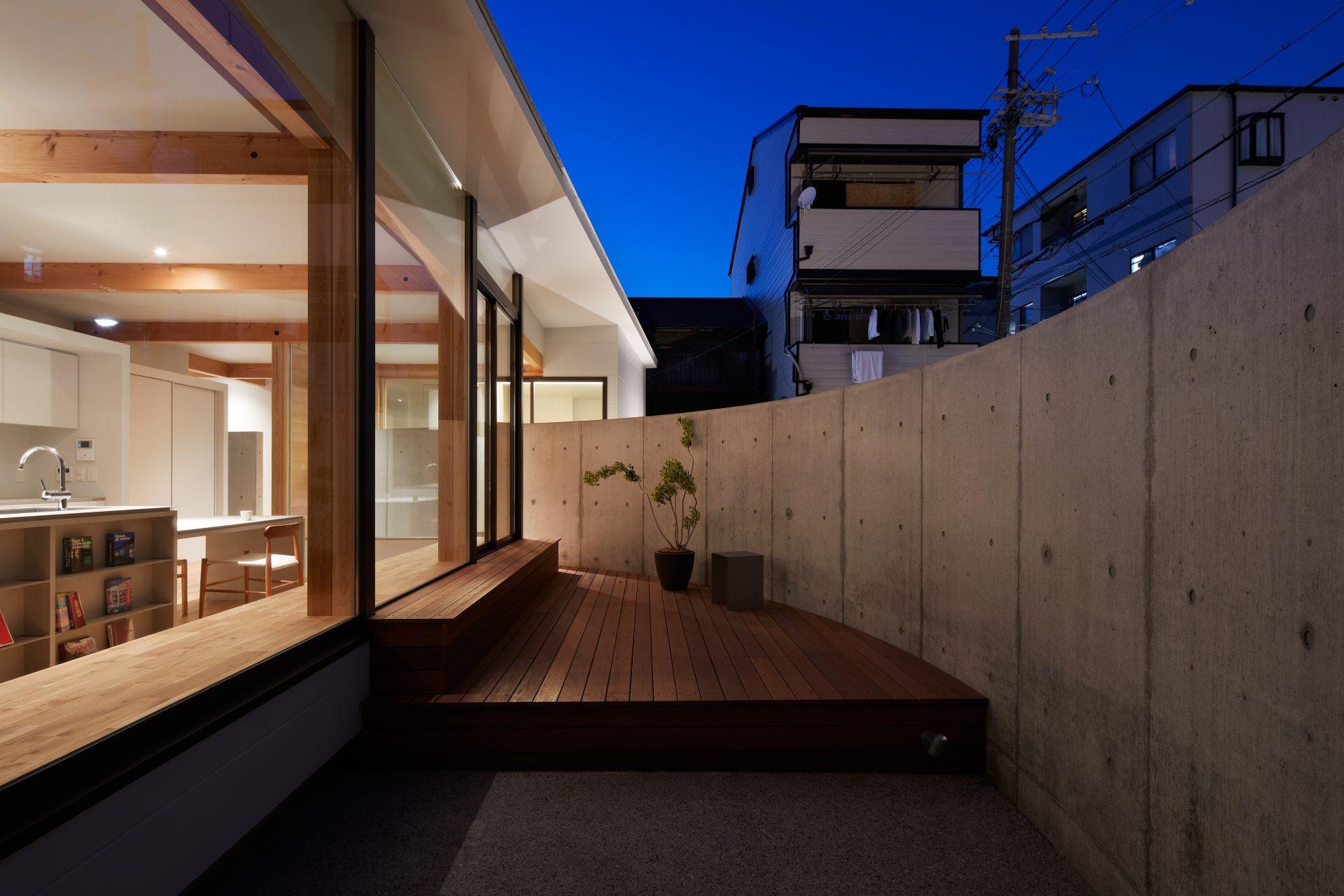 大阪此花の家のテラス(夜景)