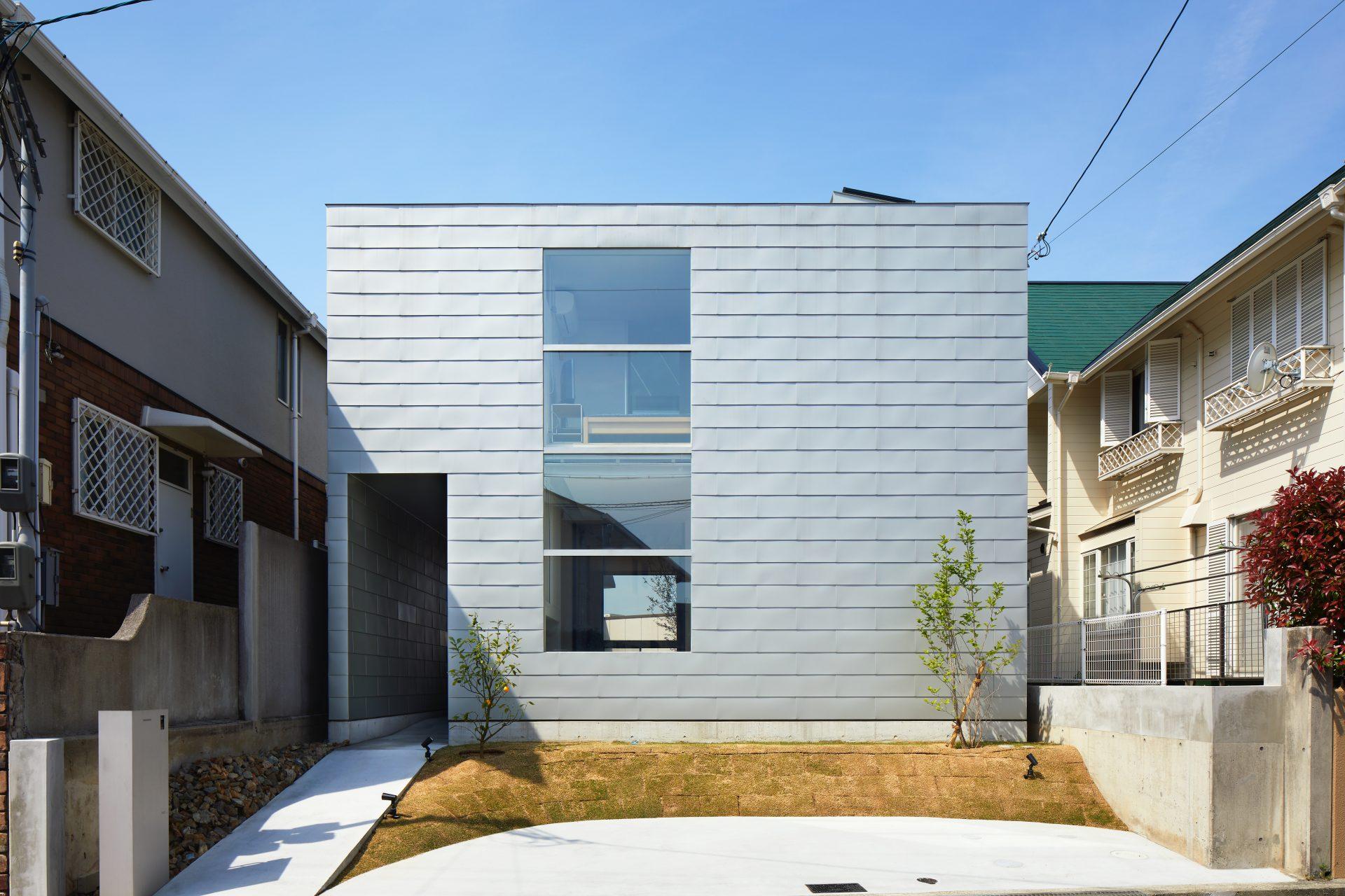 兵庫甲陽園サンルームのある家の外観