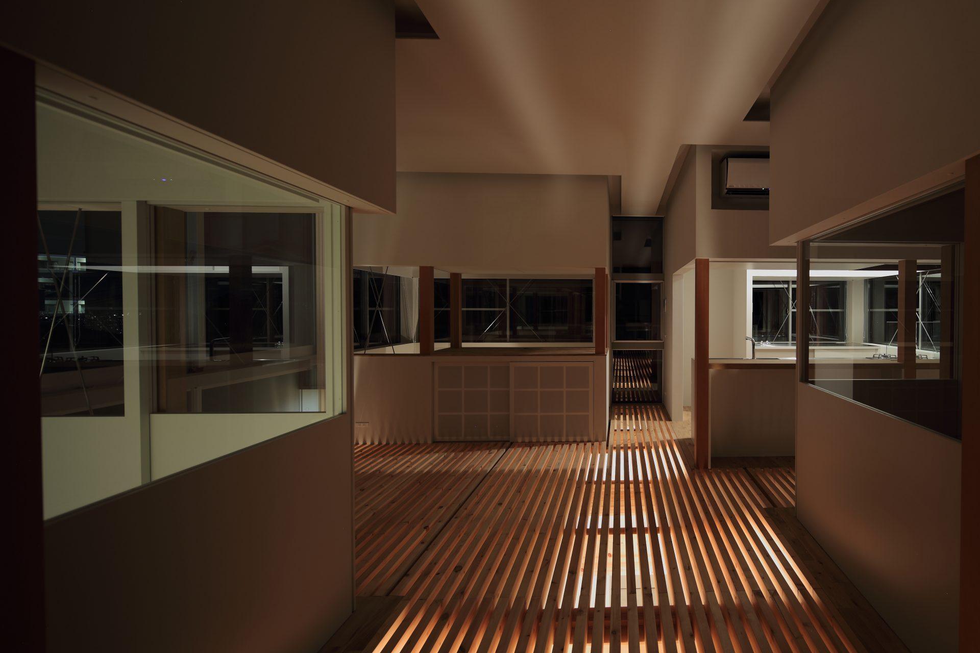 兵庫甲陽園の家のリビング(夜景)01
