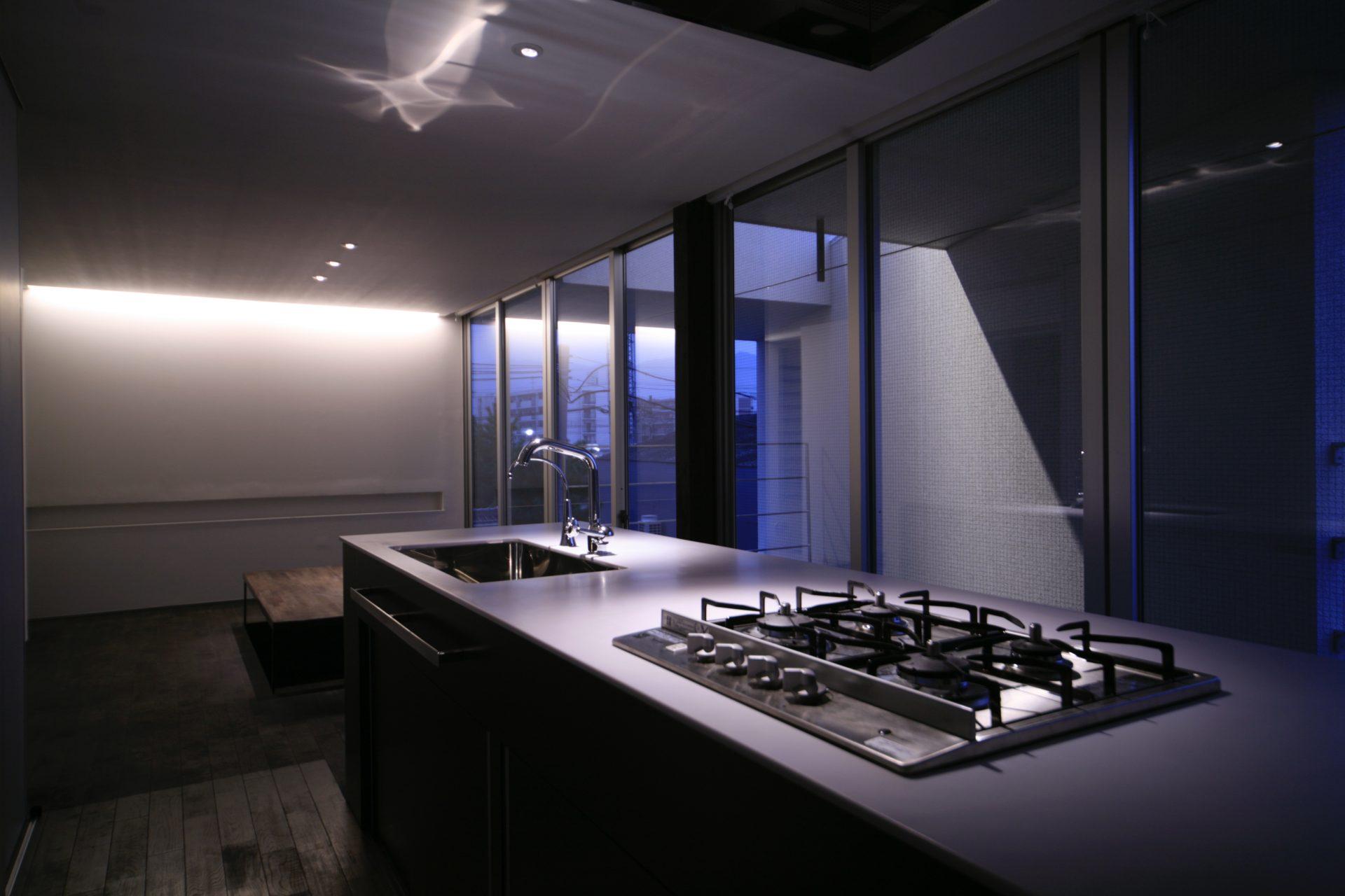 奈良五位堂の店舗兼住宅のLDK(夜景)01